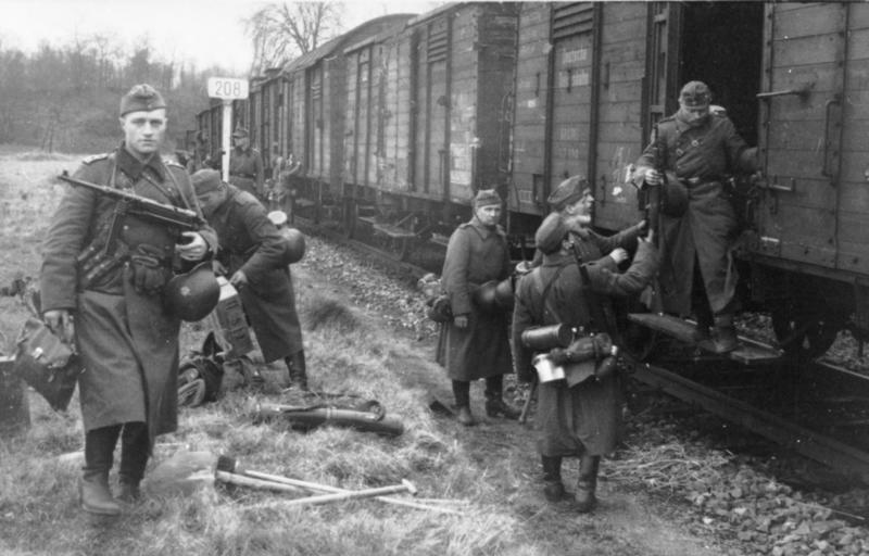 Bundesarchiv Bild 101I-297-1701-04, Truppentransport per Eisenbahn