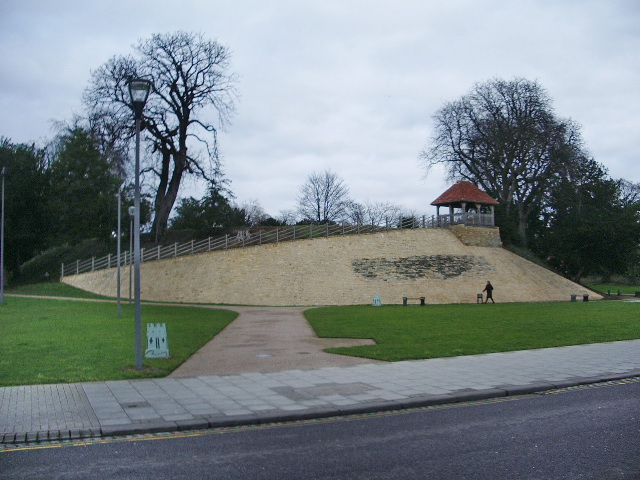 Castle Hill, Bedford This is all what remains of the motte and bailey fortress of Bedford Castle. http://www.albion-arch.com/bedfordcastle.html http://www.castleuk.net/castle_lists_midlands/153/bedfordcastle.htm