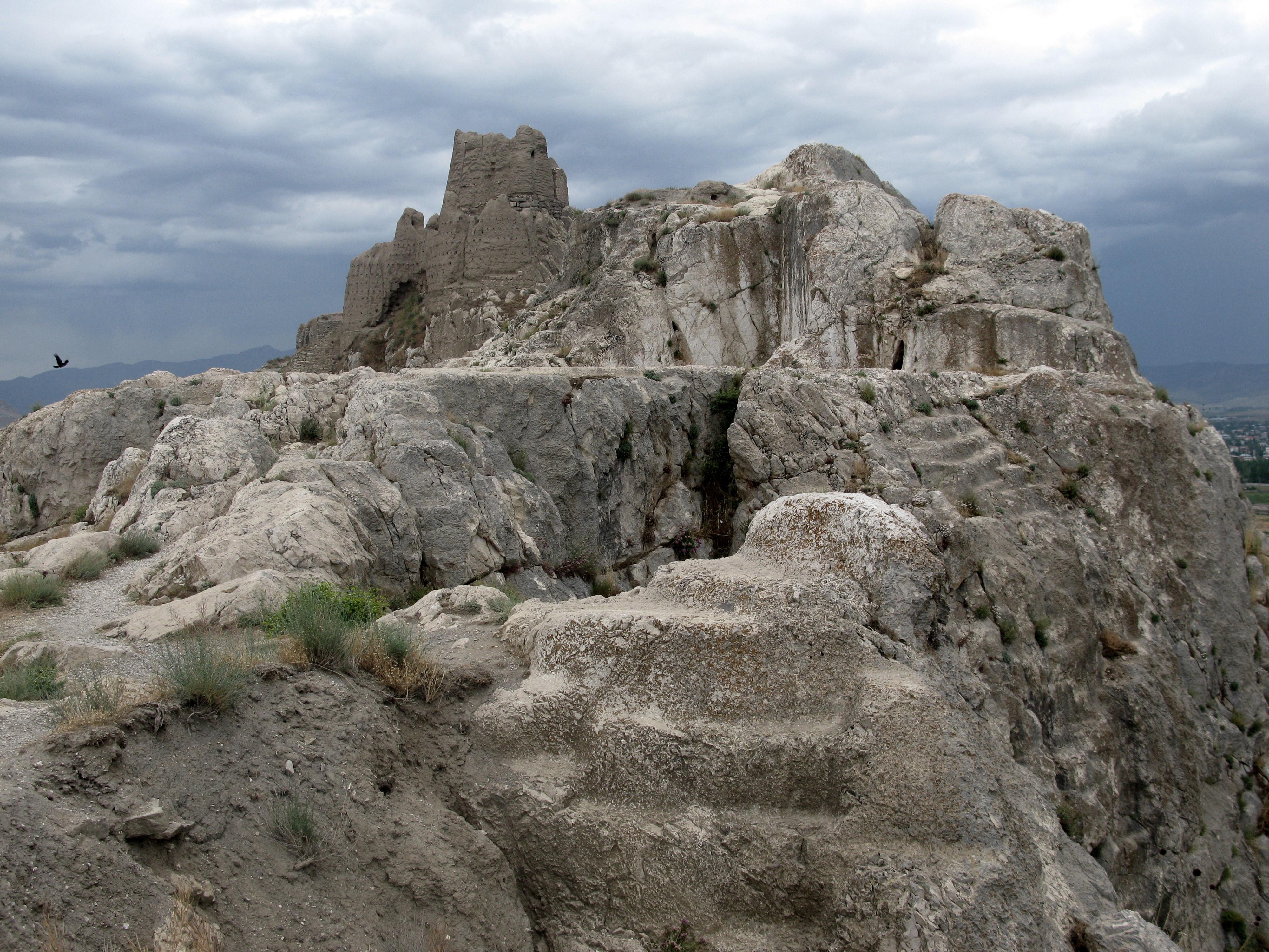 Van Turkey  city images : Castle Van in Van, Turkey Wikimedia Commons