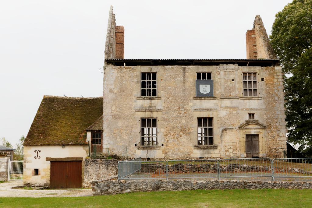 Château de Montreuil-en-Touraine — Wikipédia