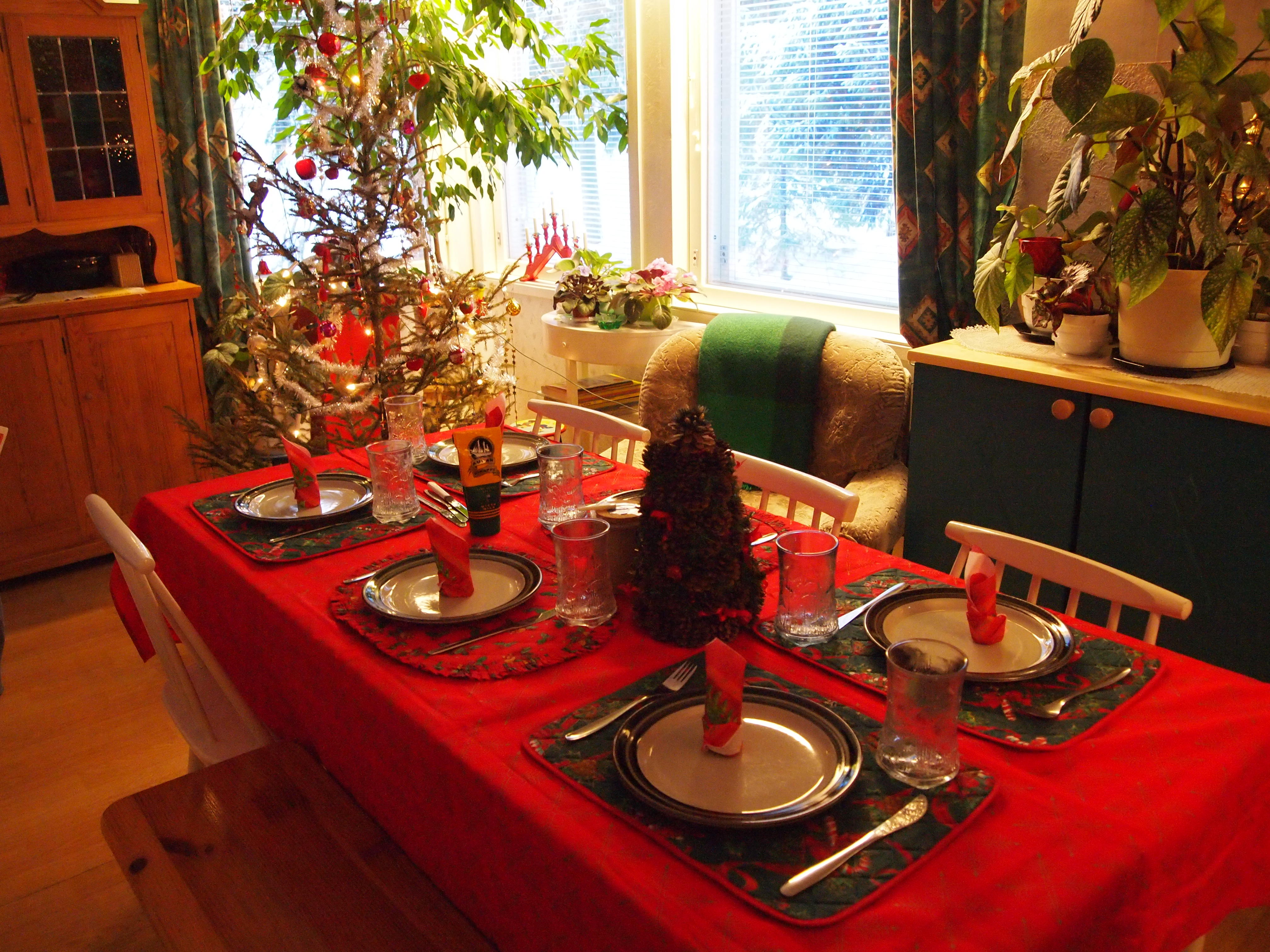 File:Christmas dinner table (5300036540).jpg