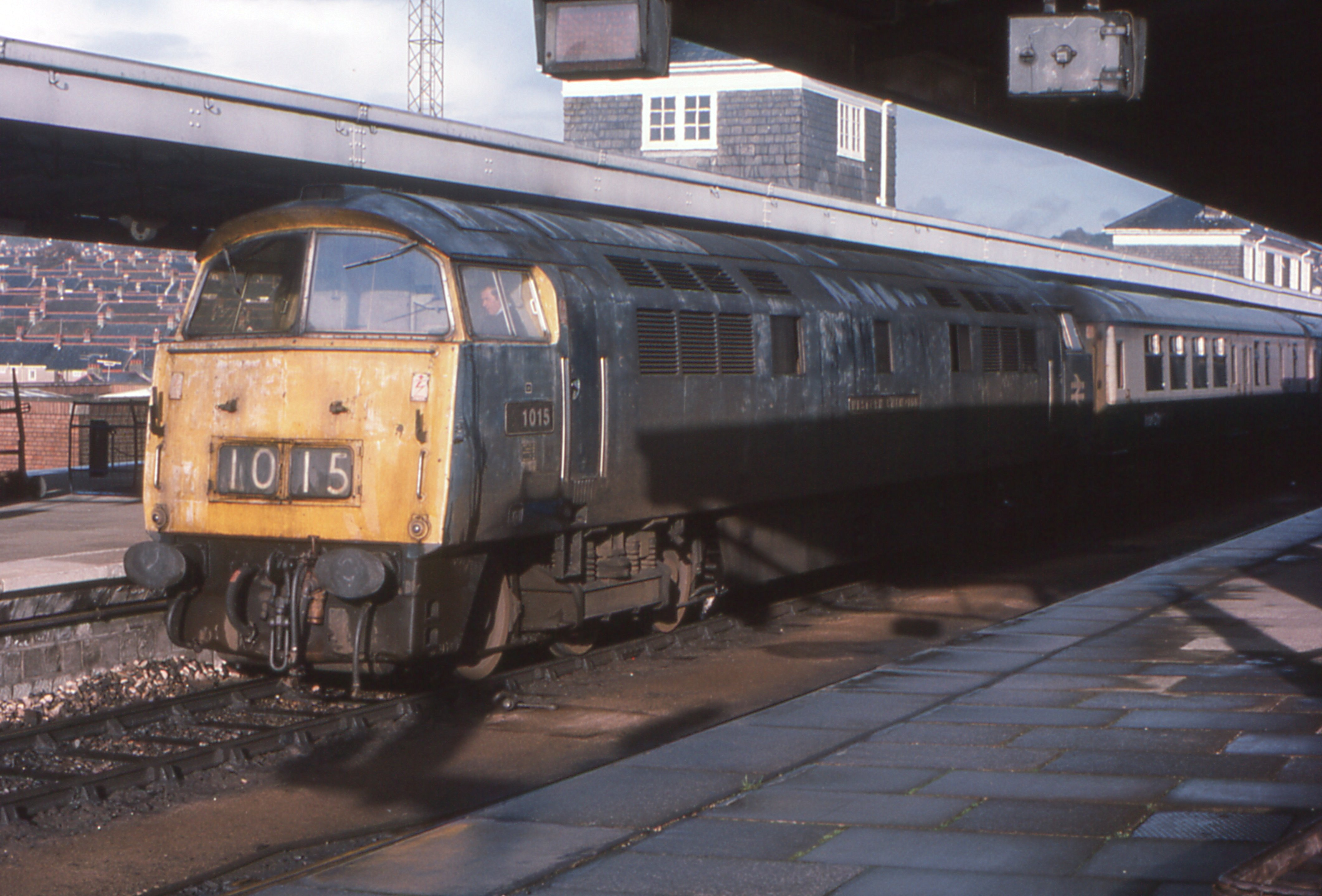File Class 52 D1015 Western Champion Plymouth 2 November