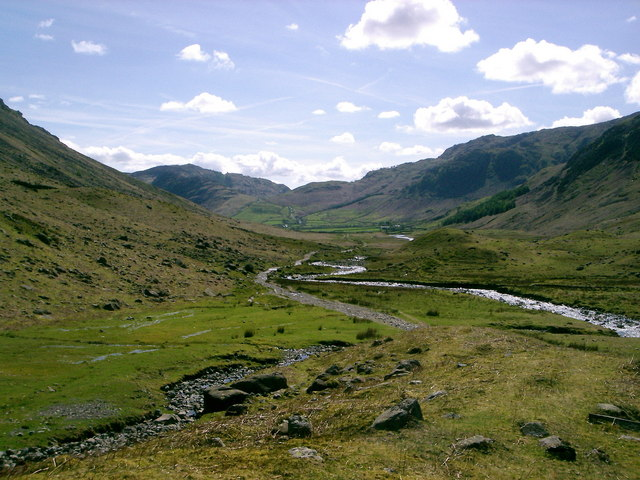Cumbria Way and Mickleden Beck - geograph.org.uk - 425188