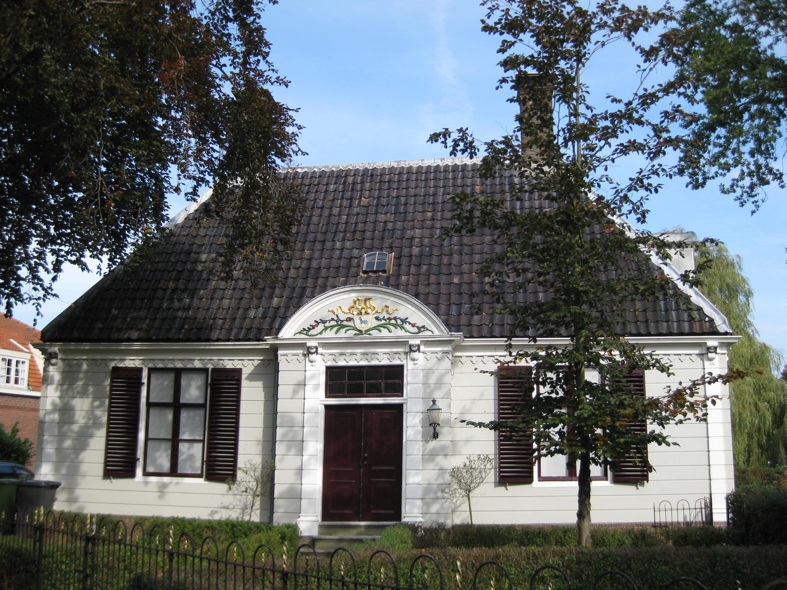 Rechthoekig houten huis onder een schilddak in broek in waterland monument - Meer mooie houten huizen ...
