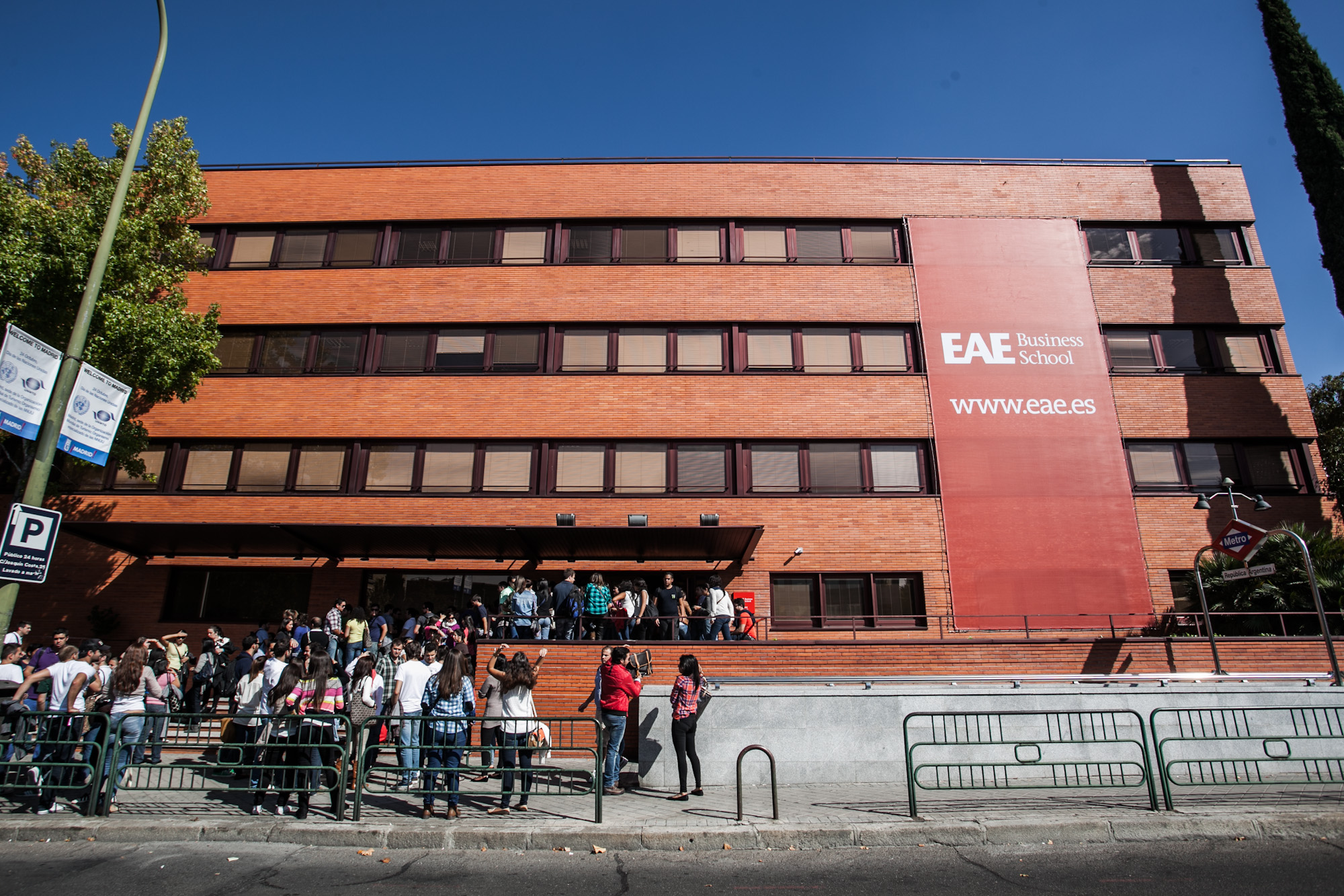 File eae business school wikimedia commons for Business school madrid