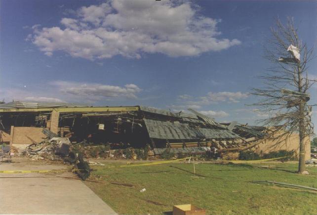 Bestand:EF3 tornado damage example.jpg