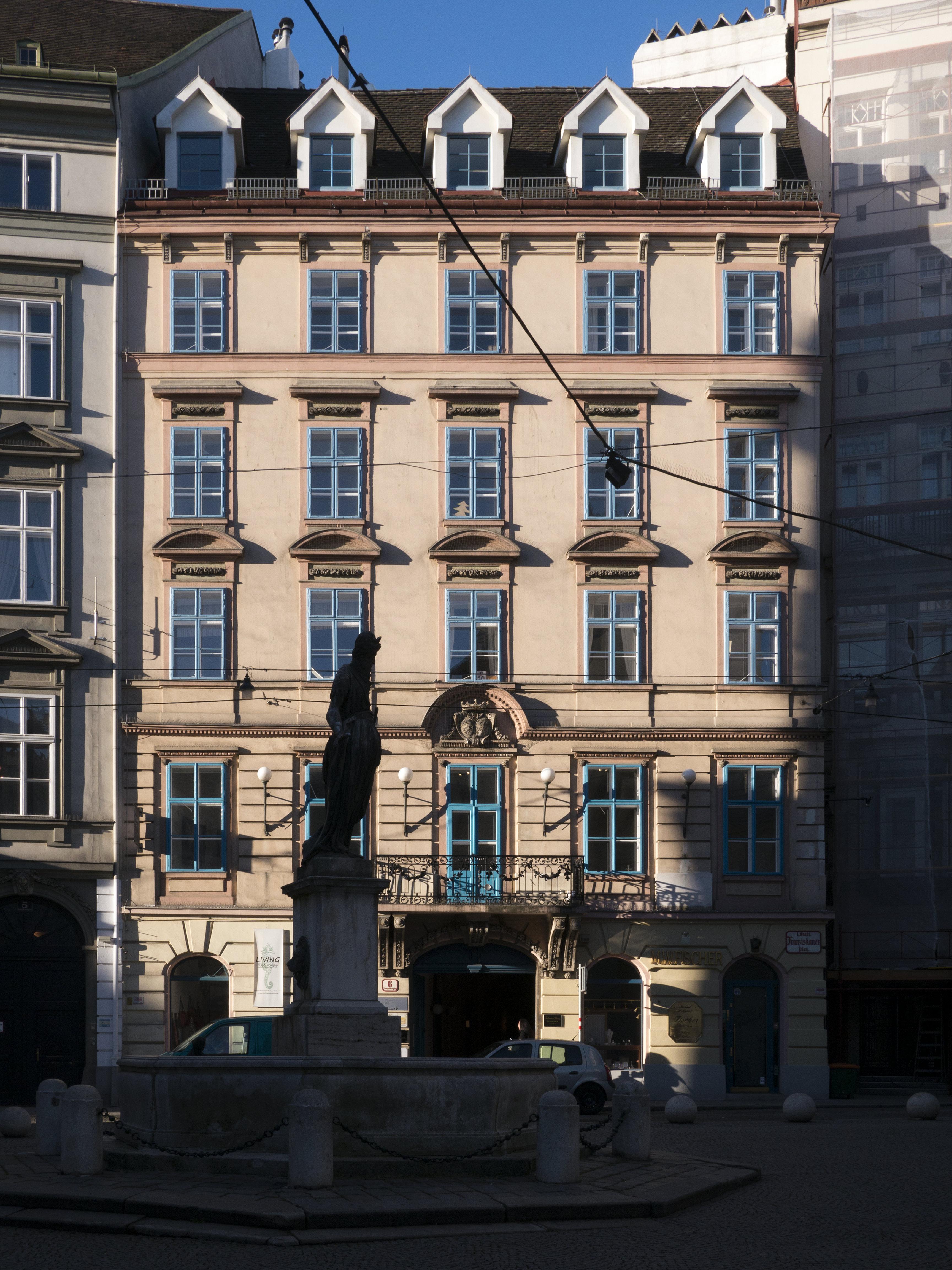 Franziskanerplatz 6.jpg