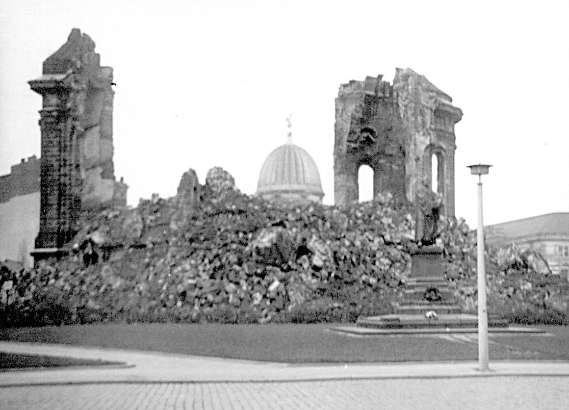 Frauenkirche 1970.jpg