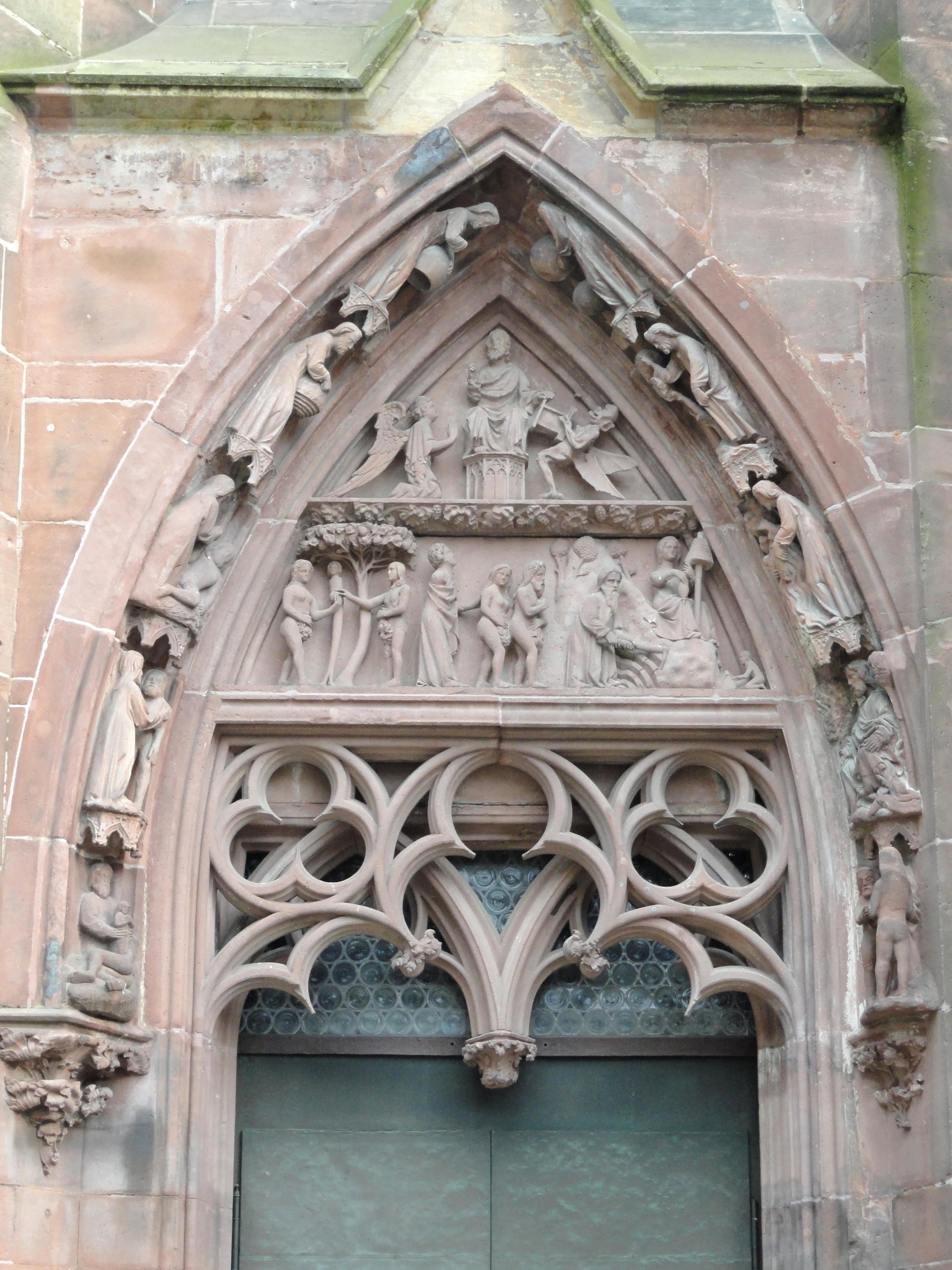 Das Schöpfungsportal am Freiburger Münster. Quelle Wikicommons, Nutzer: Daderot, Lizenz: Creative Commons CC0 1.0 Universal Public Domain Dedication.
