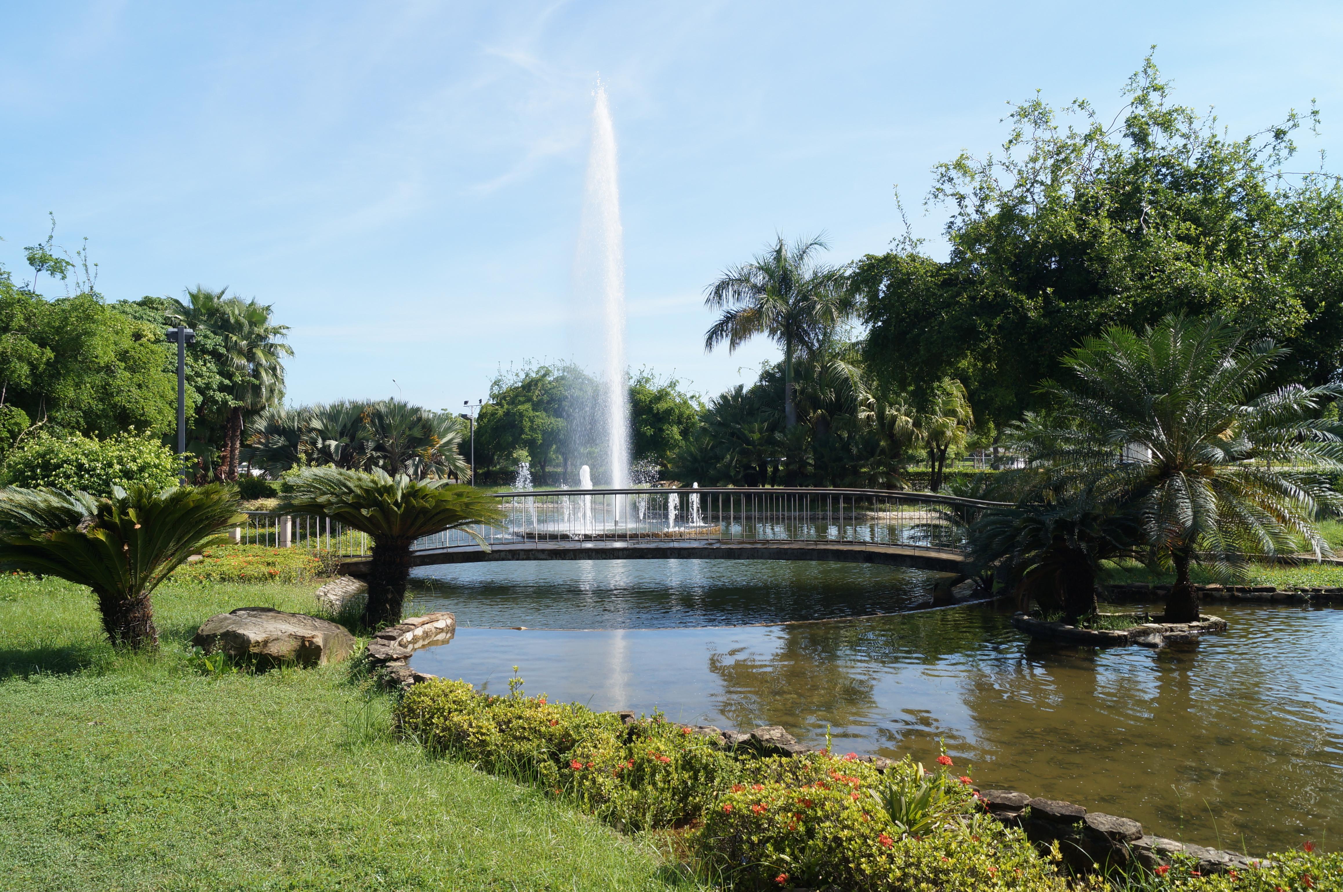 File fuente de agua jardin el wikimedia - Fuente para jardin ...