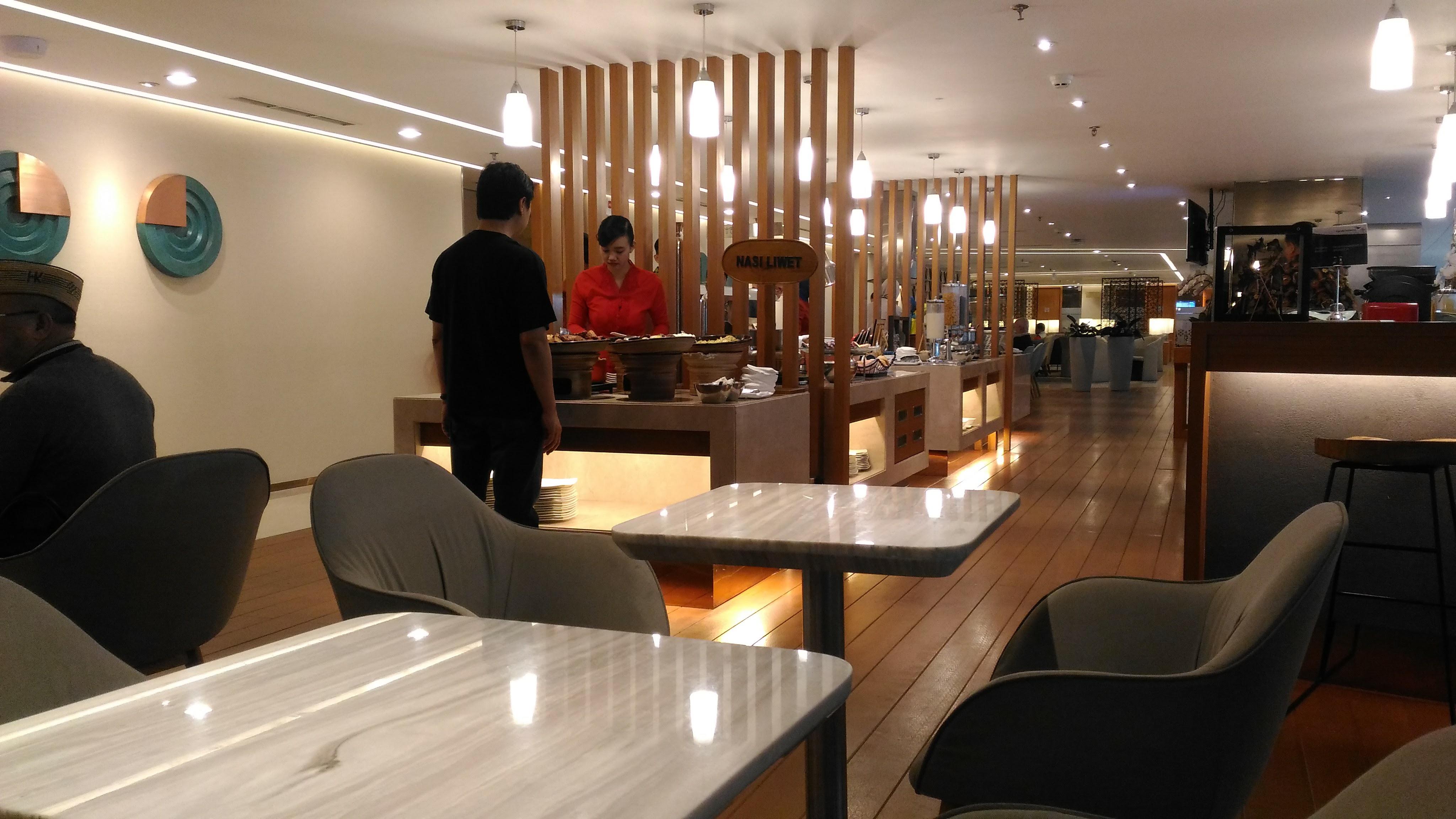 garuda indonesia customer service uk
