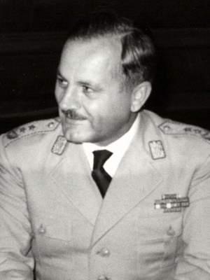 https://upload.wikimedia.org/wikipedia/commons/c/cd/Gojko_Nikoli%C5%A1.jpg