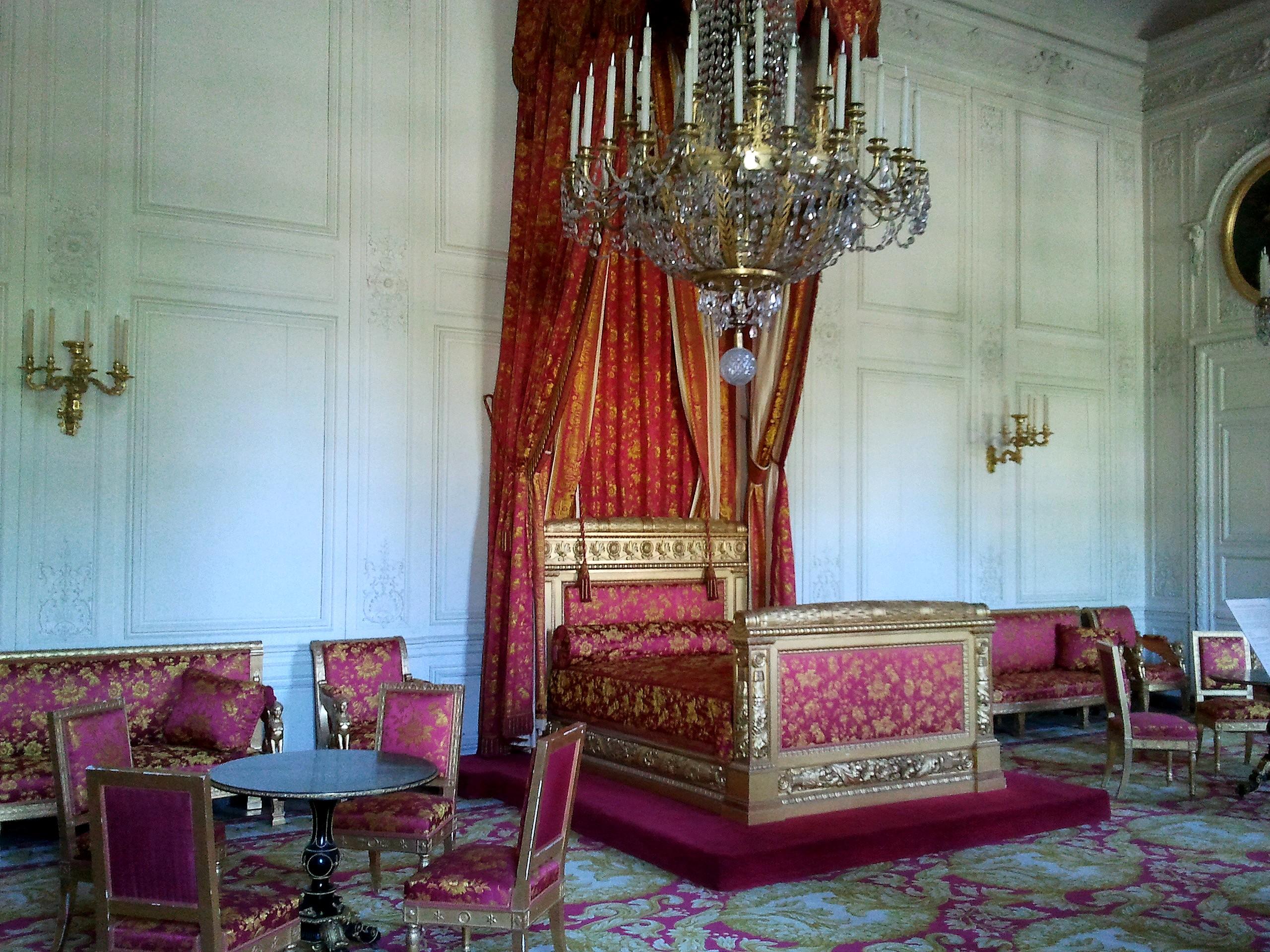 File:Grand Trianon Chambre de la reine des Belges.jpg ...