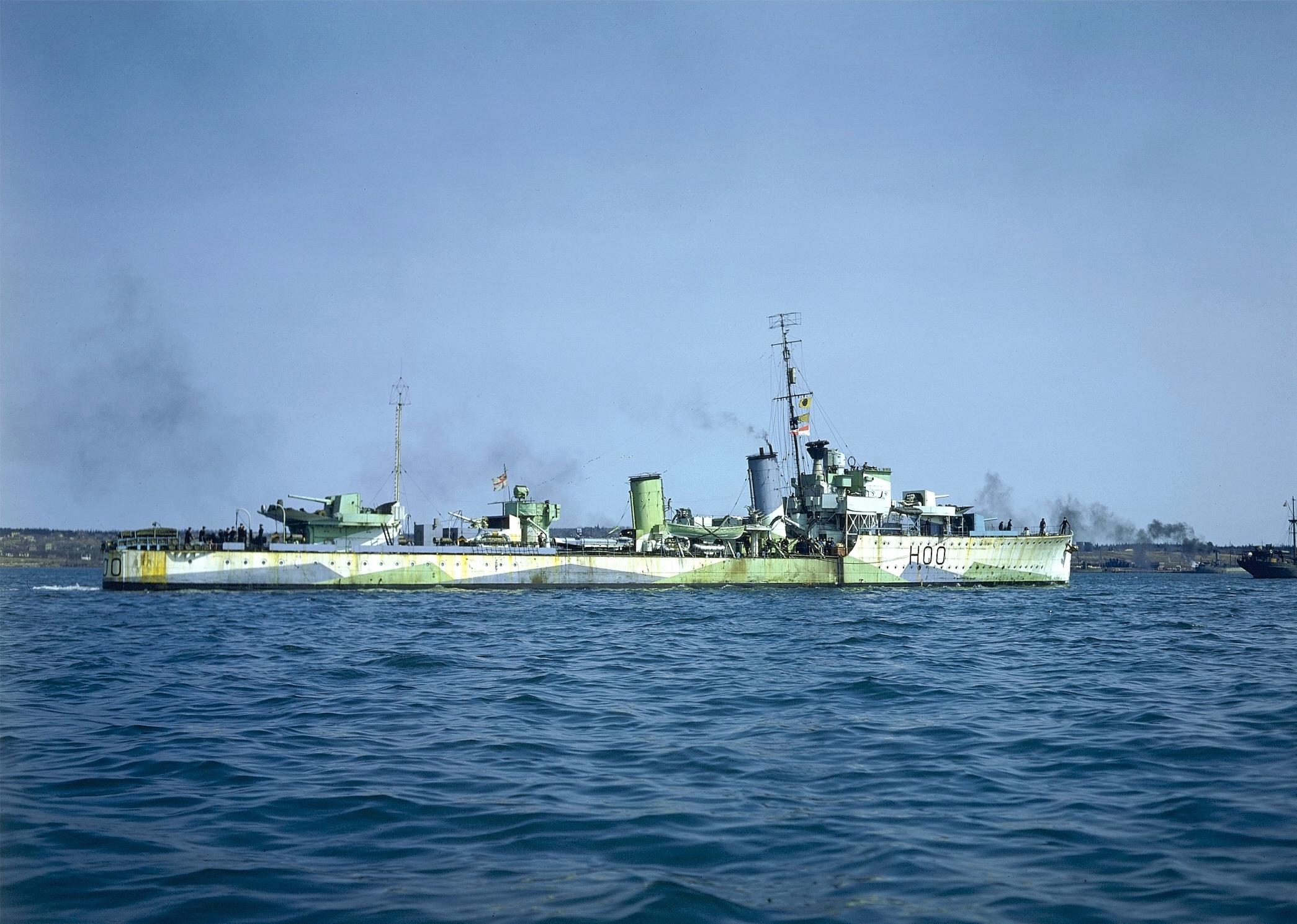 HMCS_Restigouche_(H00)_CT-284.jpg