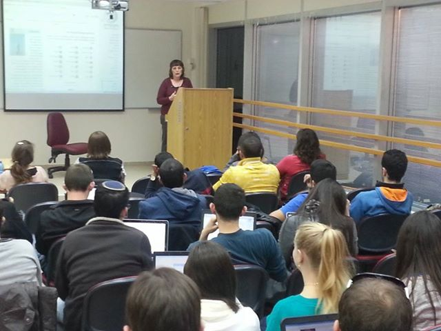 File:Hana Yariv Guest-Lecturing at the Wiki-Med Course.jpg