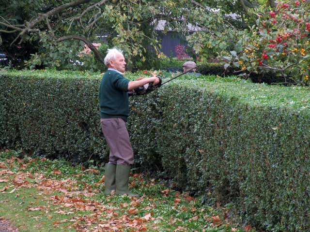 Hea...hedge-trimming, Old Bolingbroke - geograph.org.uk - 1565200