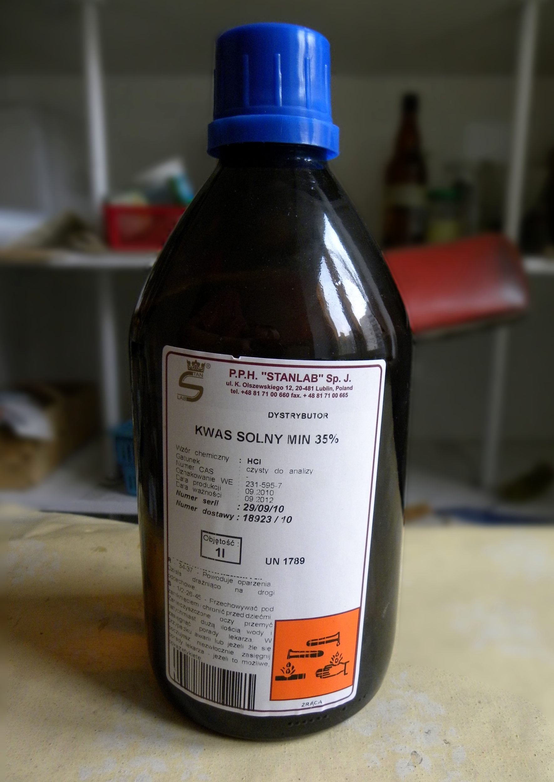 File:Hydrochloric acid 02.jpg - Wikimedia Commons