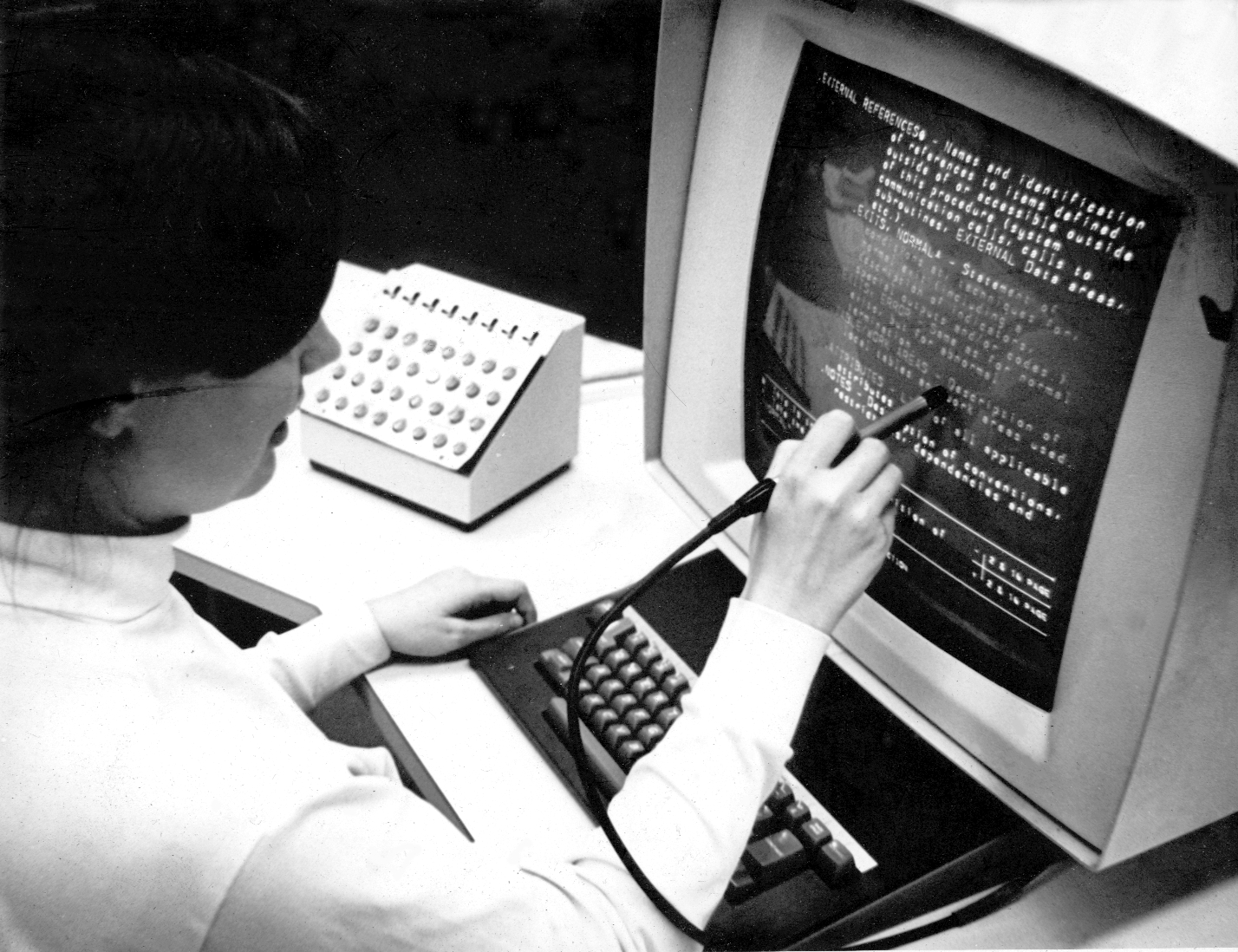 Hypertext Editing System Console Brown University - 1969