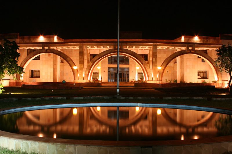 चित्र:IIM Indore Acad block iimi.jpg