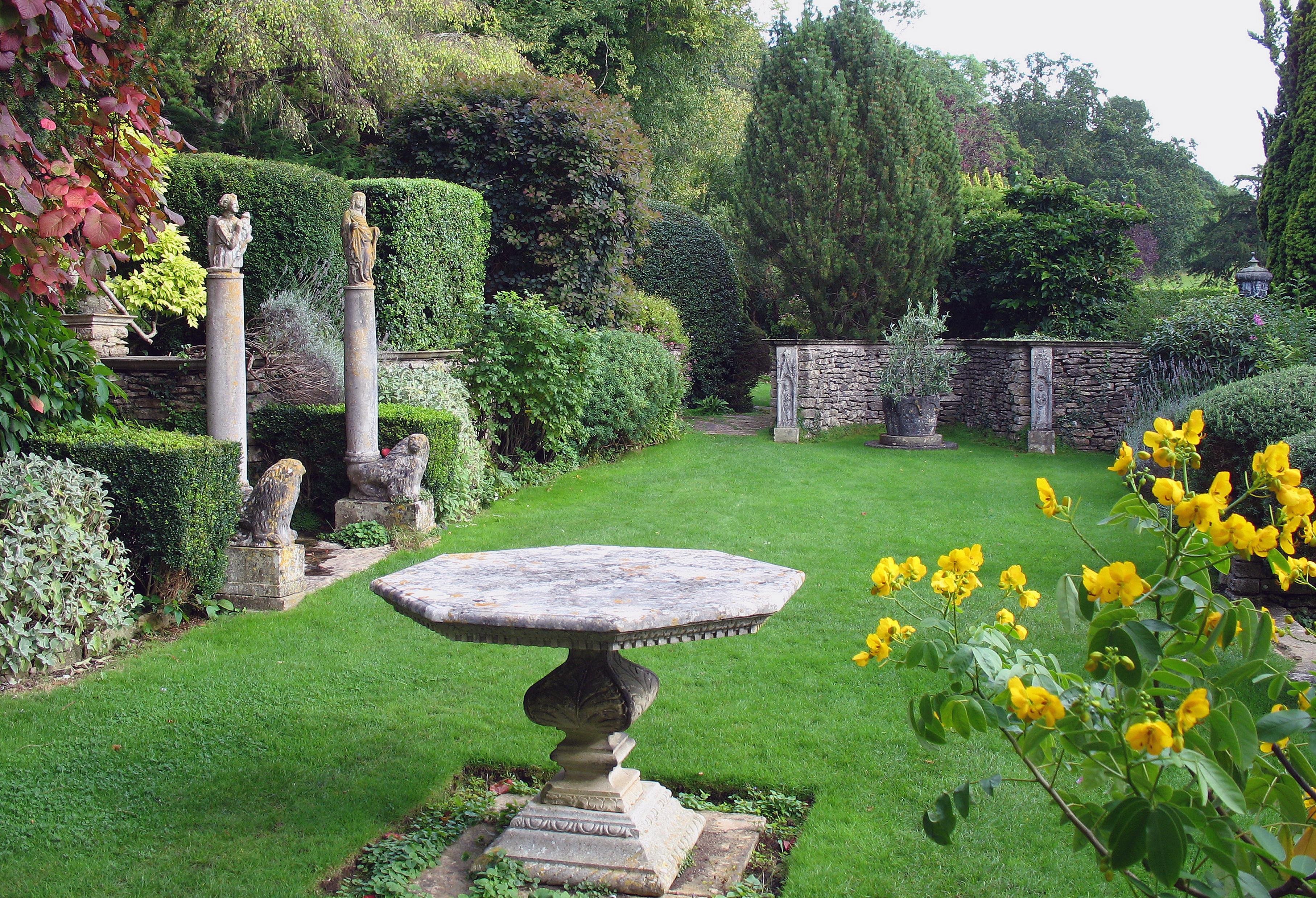 File Iford Manor Garden 01 Jpg