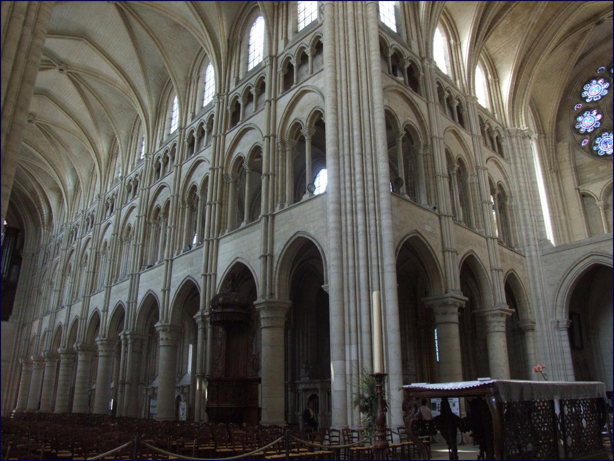 ファイル laon cathedral notre dame interior 004 jpg wikipedia
