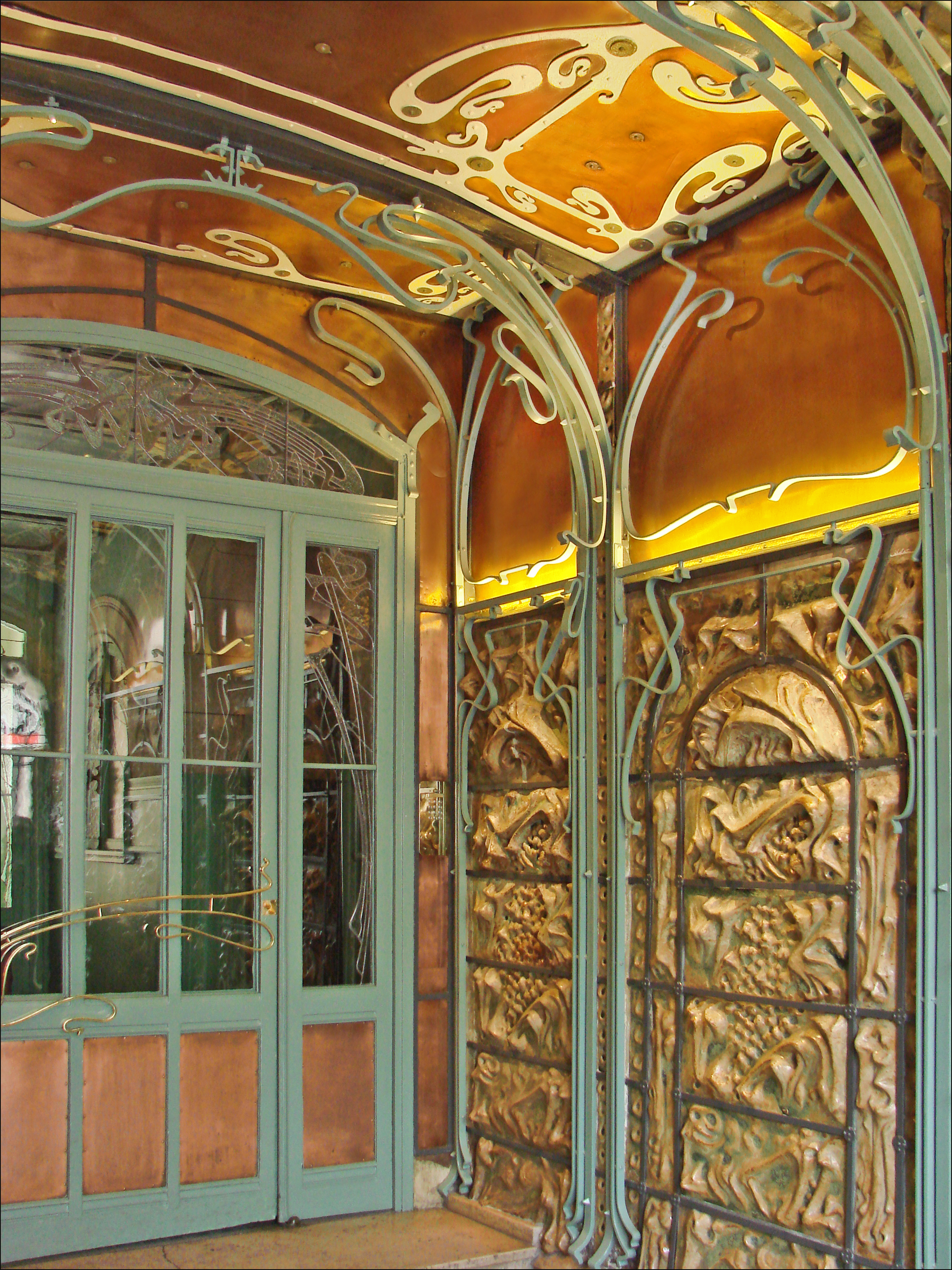 File le hall dentr e du castel b ranger hector guimard for Interieur art nouveau