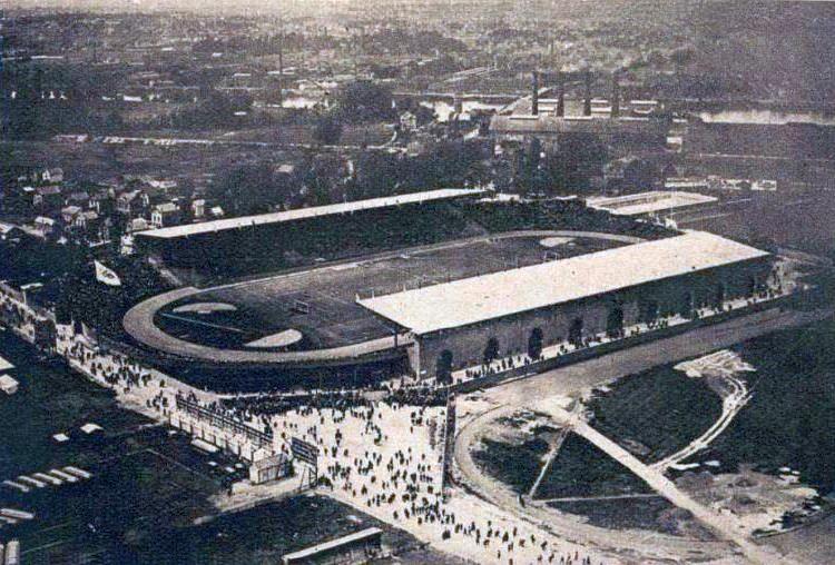 Le stade de Colombes le jour de la finale de football aux JO de 1924.jpg