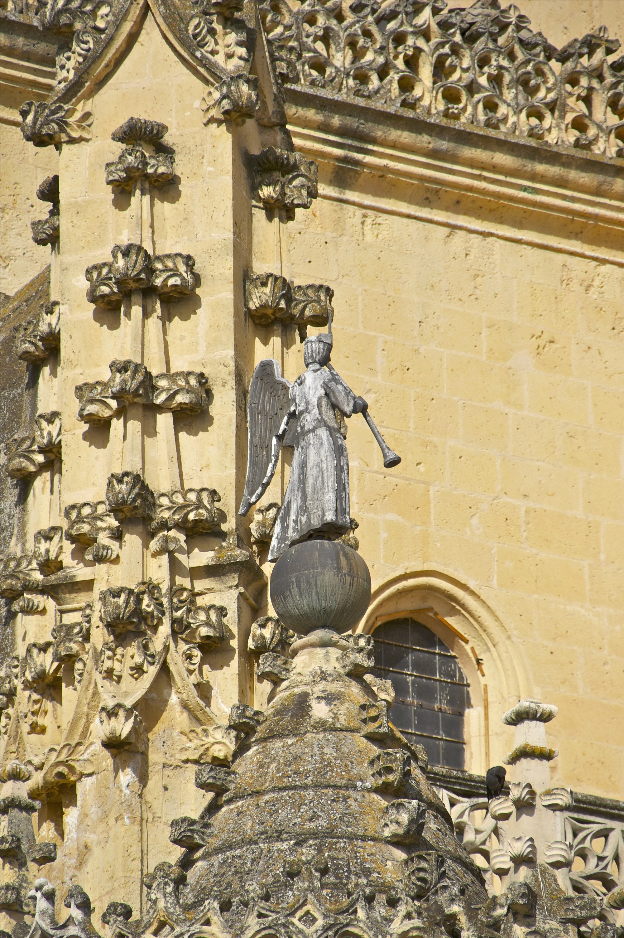 File:Lead angel playing trumpet cathedral Segovia Spain.jpg ...