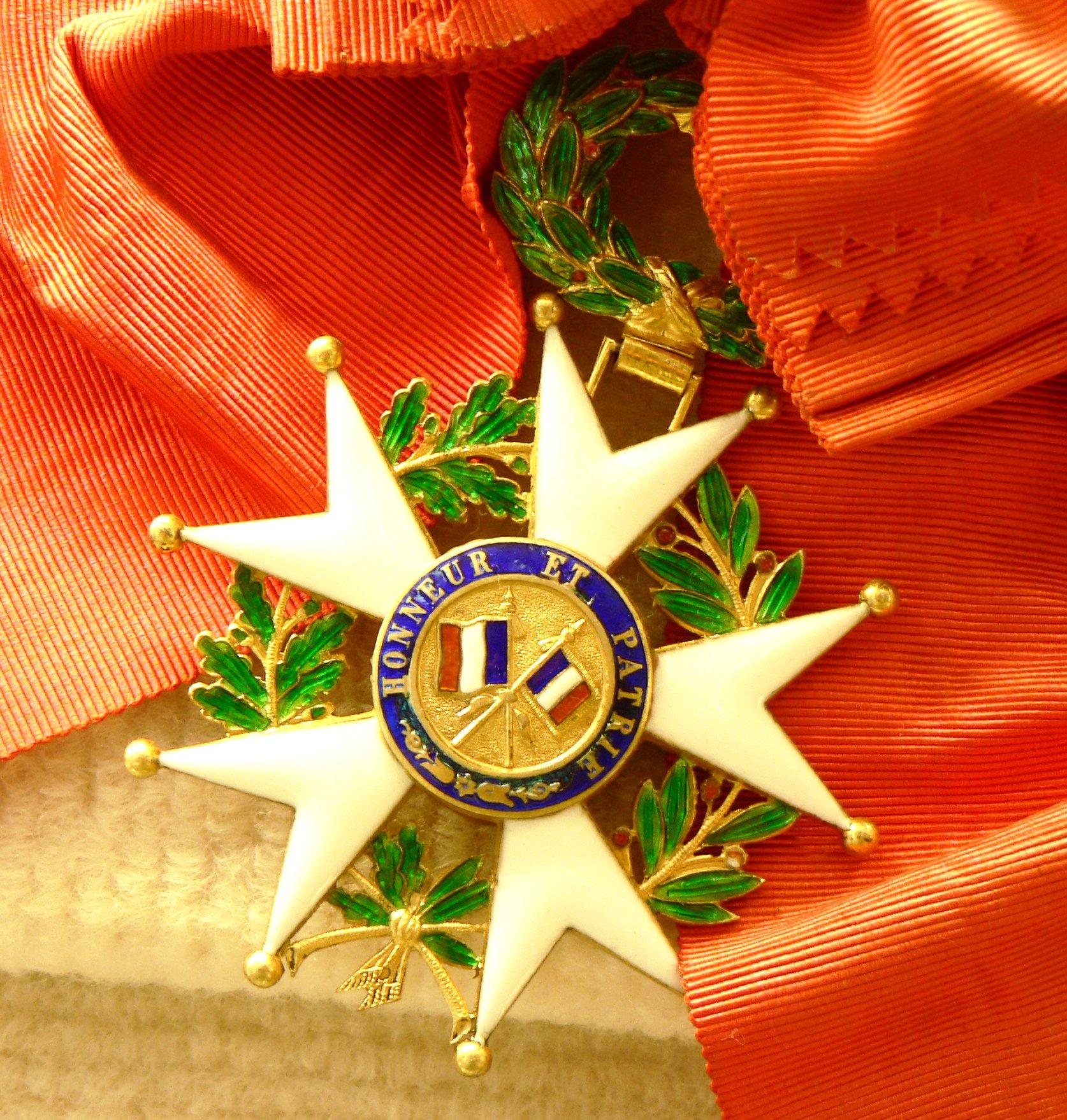 https://upload.wikimedia.org/wikipedia/commons/c/cd/Legion_Honneur_CKS_p1090334.jpg