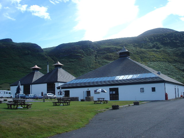 File:Lochranza Distillery, Isle of Arran - geograph.org.uk - 35997.jpg