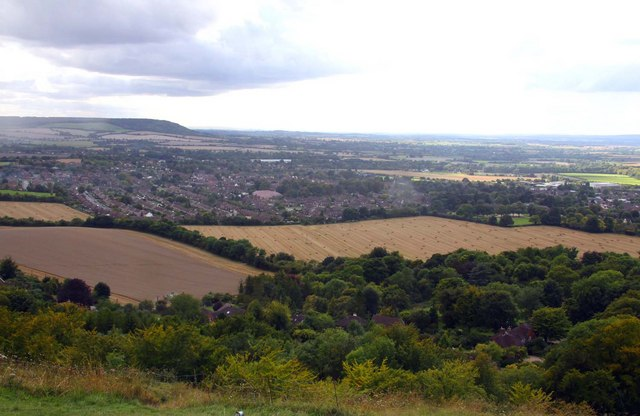 Looking off Whiteleaf Hill - geograph.org.uk - 1458717