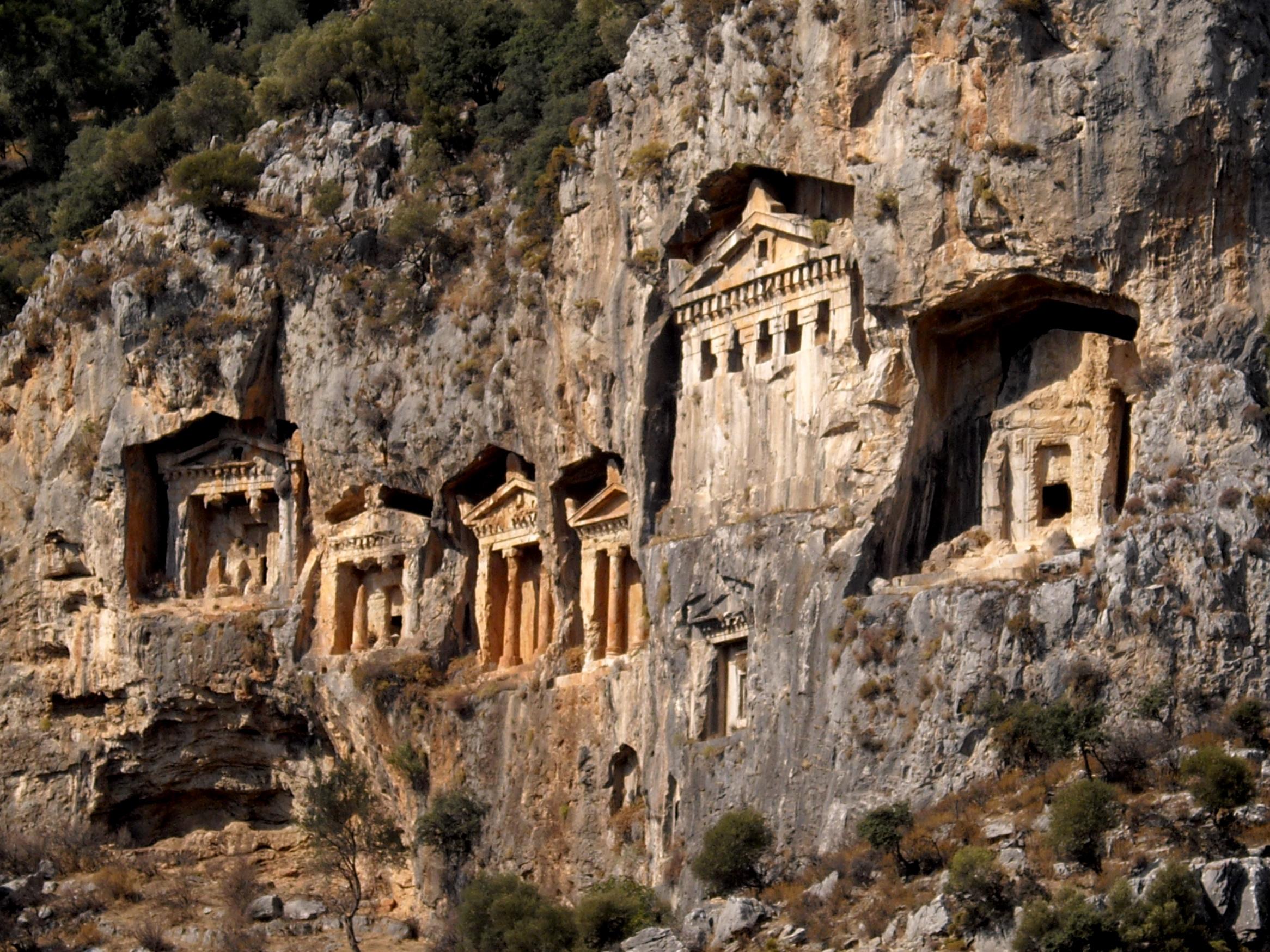 File:Lycian rock-cut tombs in Hellenistic style - Dalyan ...