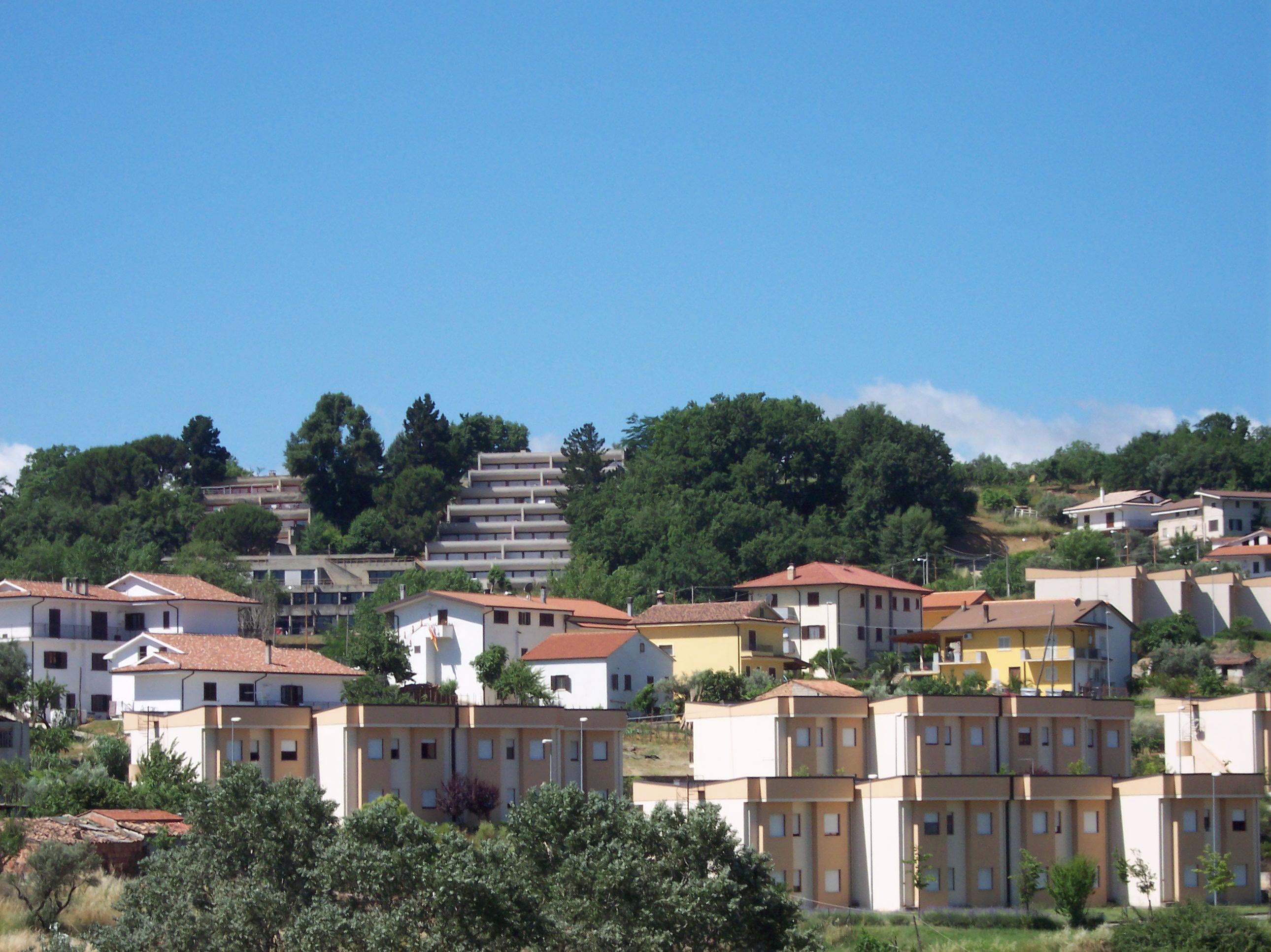 File molicelle maisonettes unical jpg wikimedia commons for Il territorio dell architettura vittorio gregotti