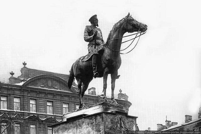 https://upload.wikimedia.org/wikipedia/commons/c/cd/Monument_to_Grand_Duke_Nicholas_Nikolaevich._St._Petersburg%2C_Russia._%281913%29.jpg