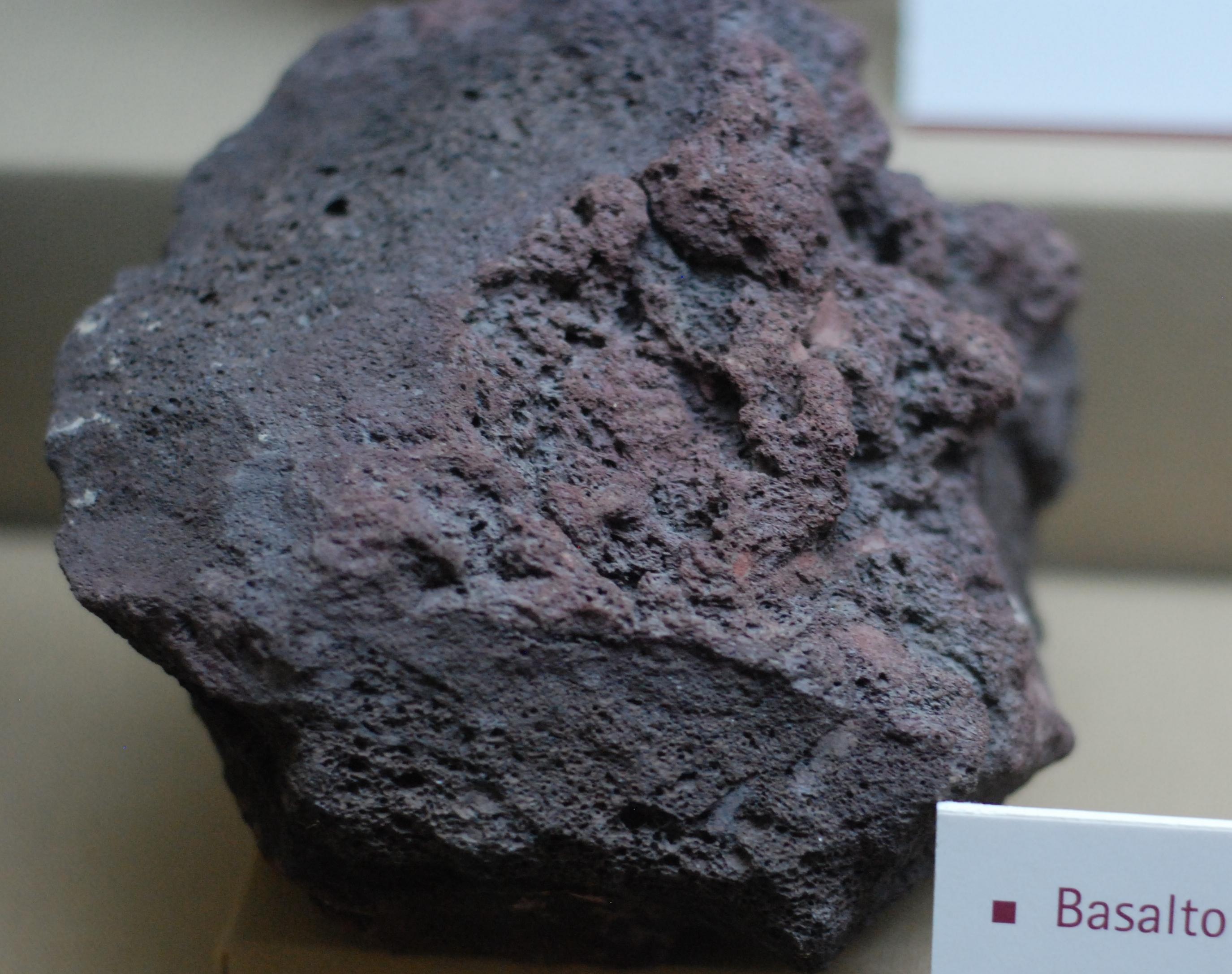 File museo de la plata basalto escori for Granito caracteristicas