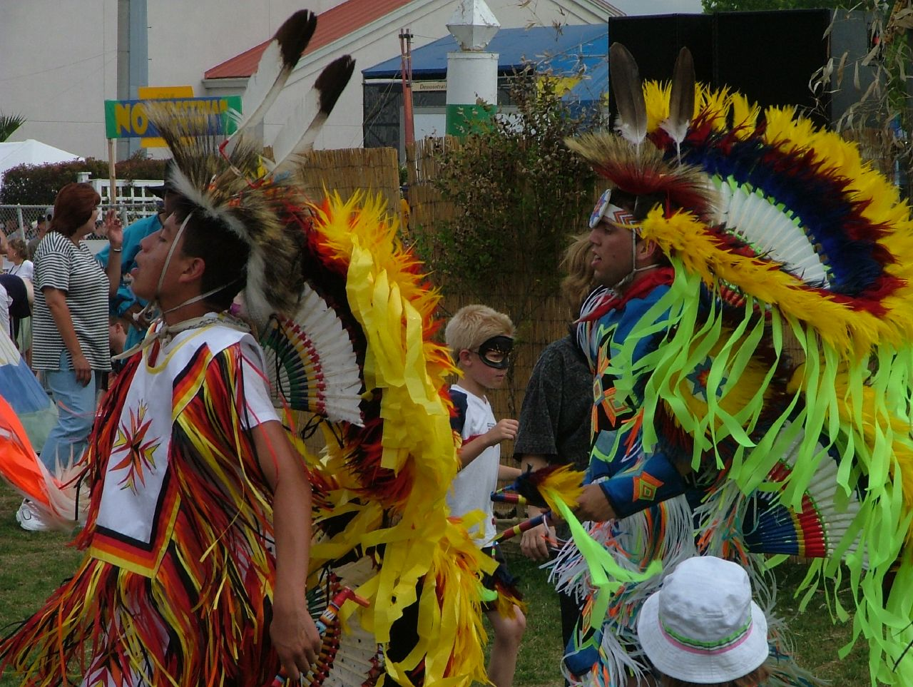No Jazz Fest >> File No Jazzfest 2004 Amerind Dancers Jpg Wikimedia Commons