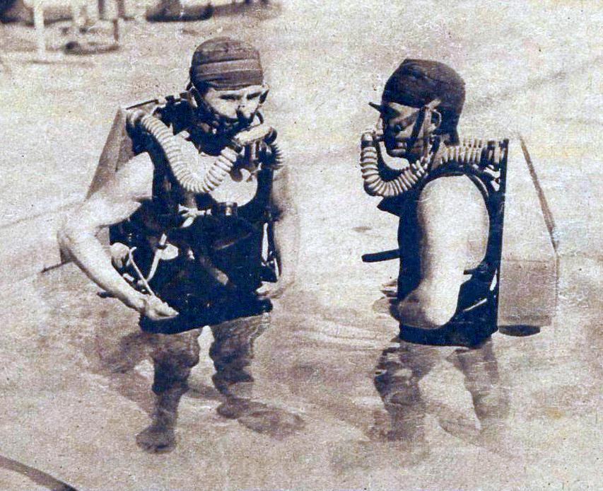 File nageurs am ricains reprenant en piscine les for Piscine miroir wikipedia
