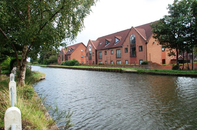 New development by the Bridgewater Canal at Butts Bridge - geograph.org.uk - 1462506