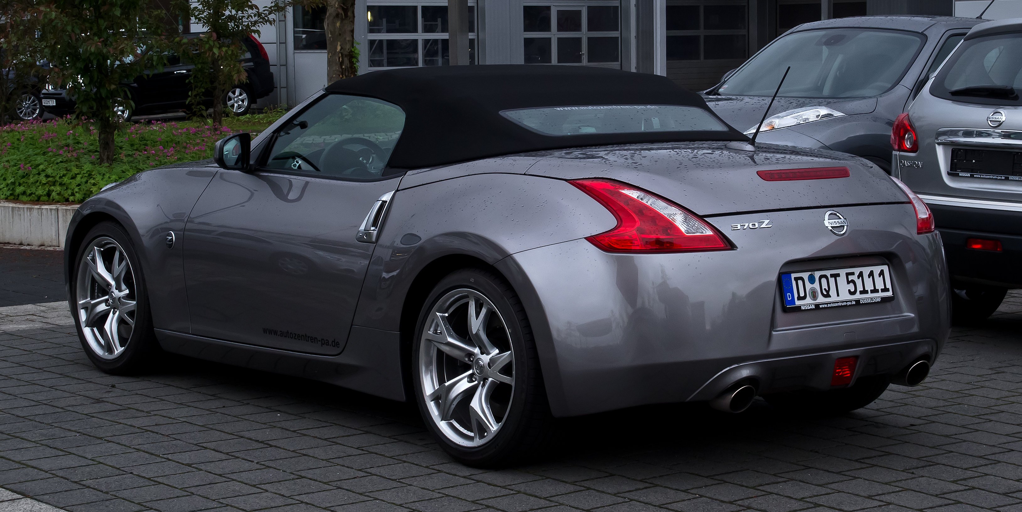 nissan review roadster reviews convertible same tricks dog old