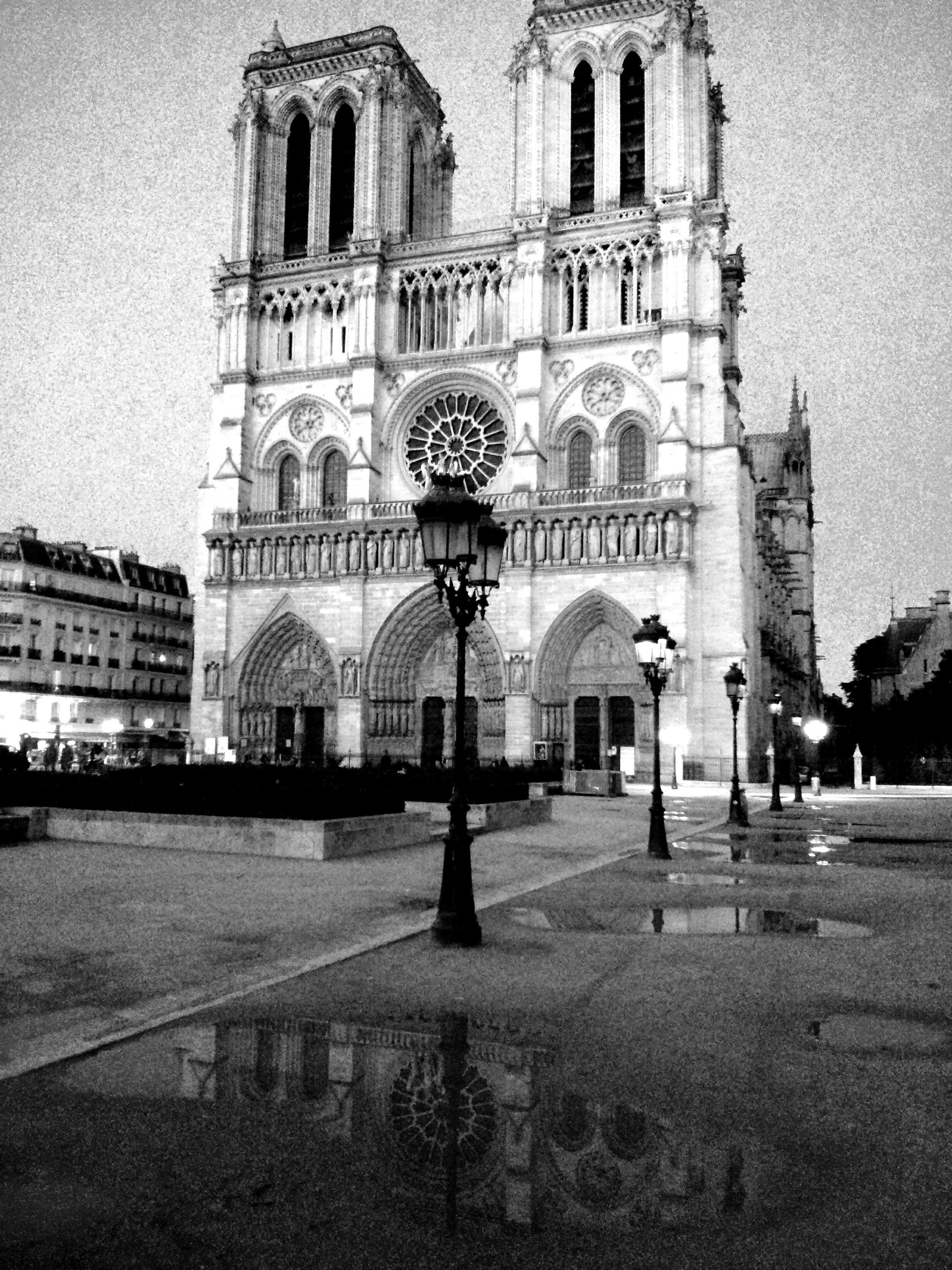 Célèbre File:Notre-Dame de Paris en noir et blanc.jpg - Wikimedia Commons PU66