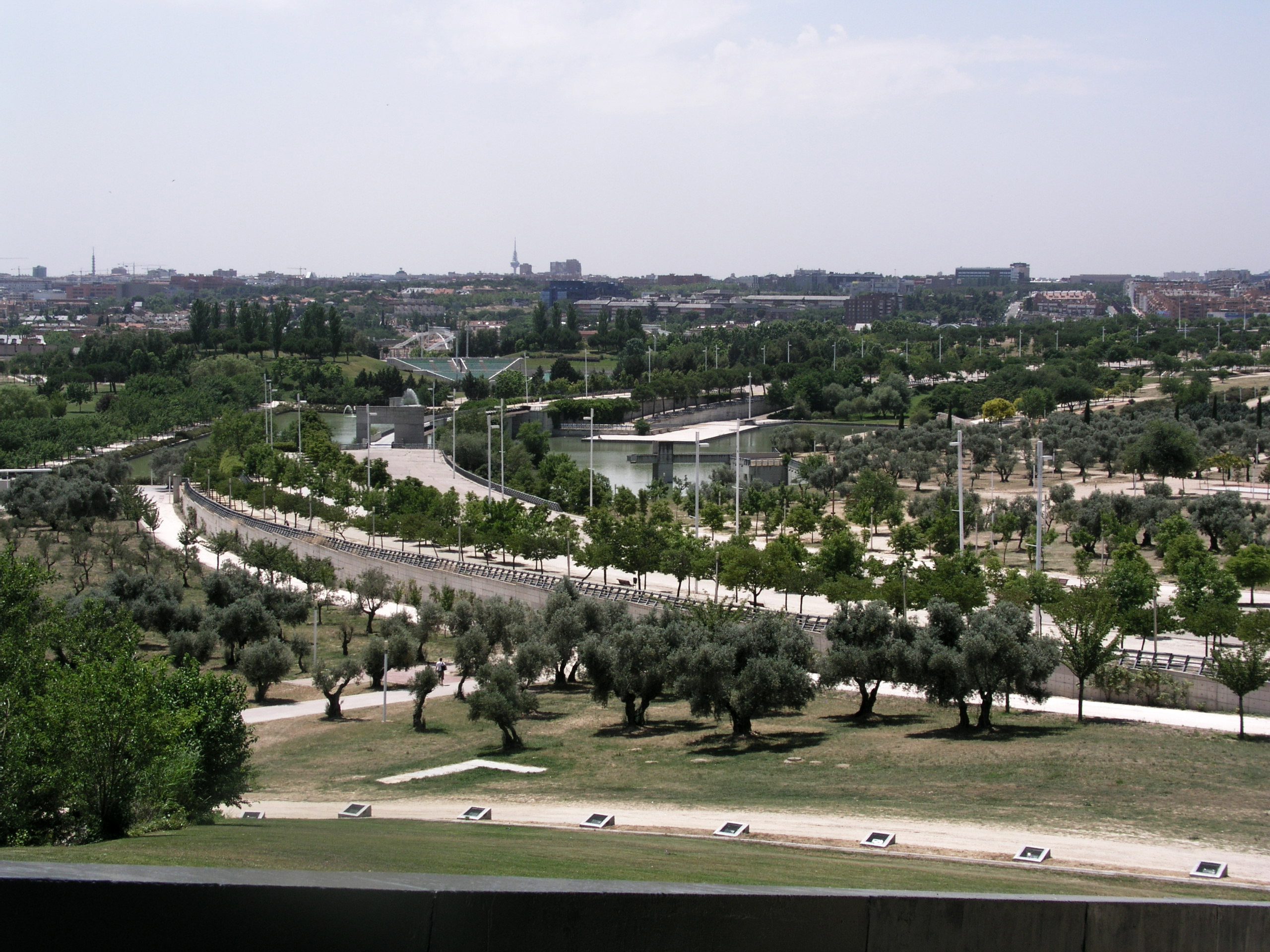 File Parque Juan Carlos I View From My Sky Hole Madrid Jpg Wikimedia Commons