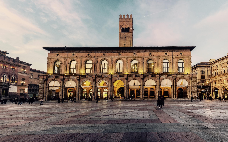 Piazza Maggiore - Bologna.jpg