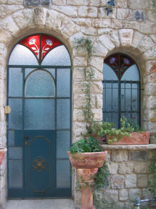 דלת וחלון מזכוכית