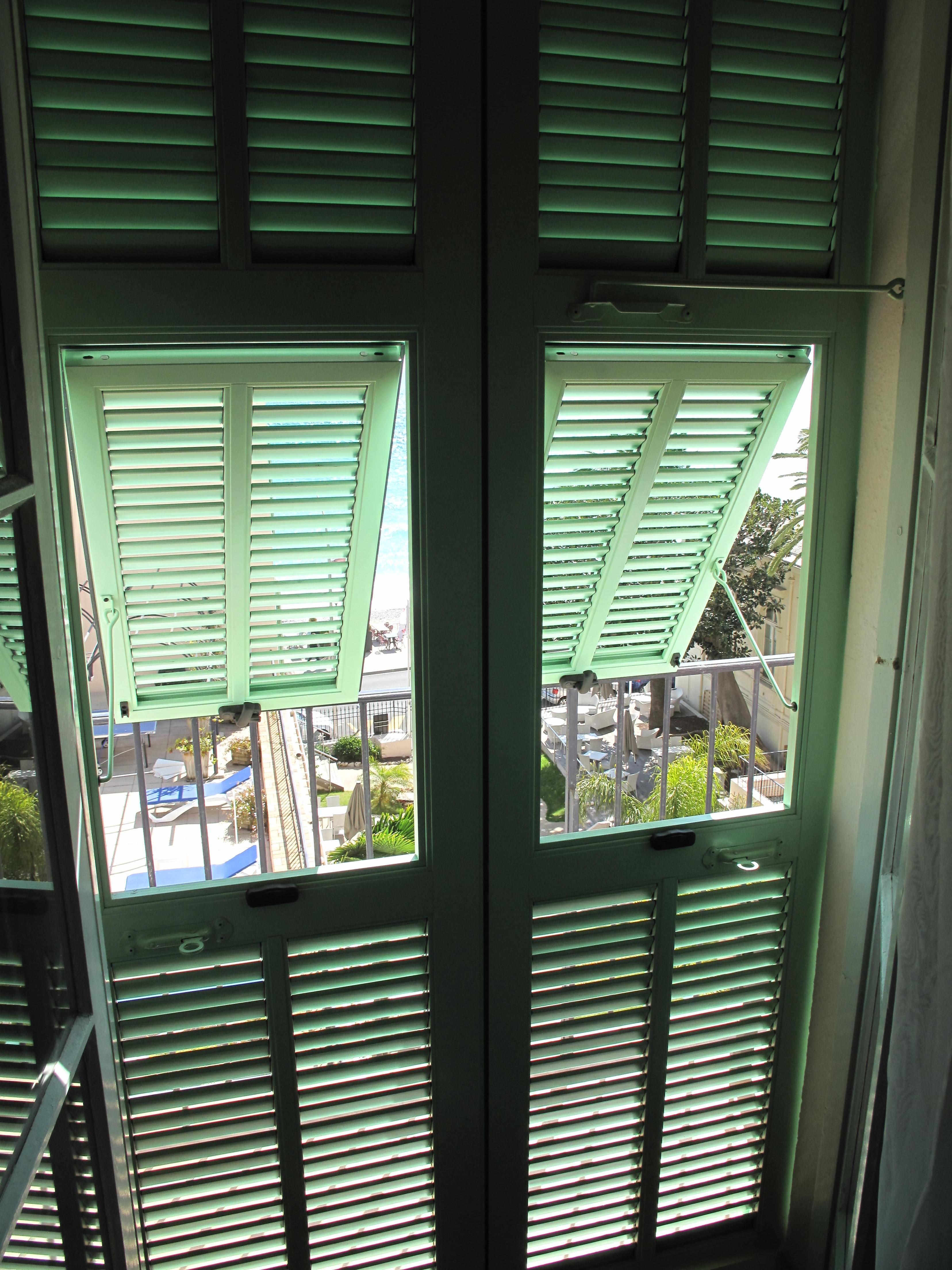 File Provencal shutters interior Wikimedia mons