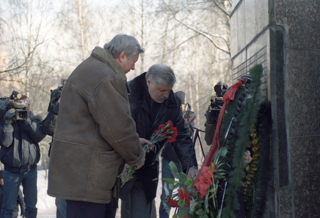 RIAN archive 746401 Laying wreaths to Afghan war veterans