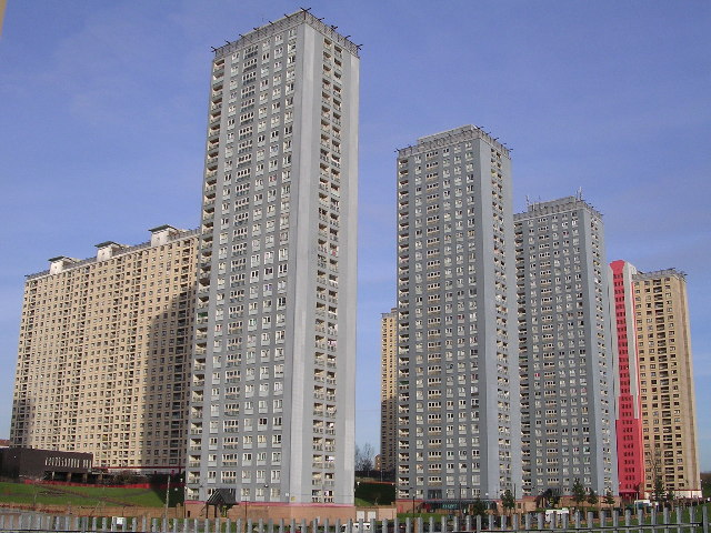 Red Road flats at Balornock - geograph.org.uk - 119968.jpg
