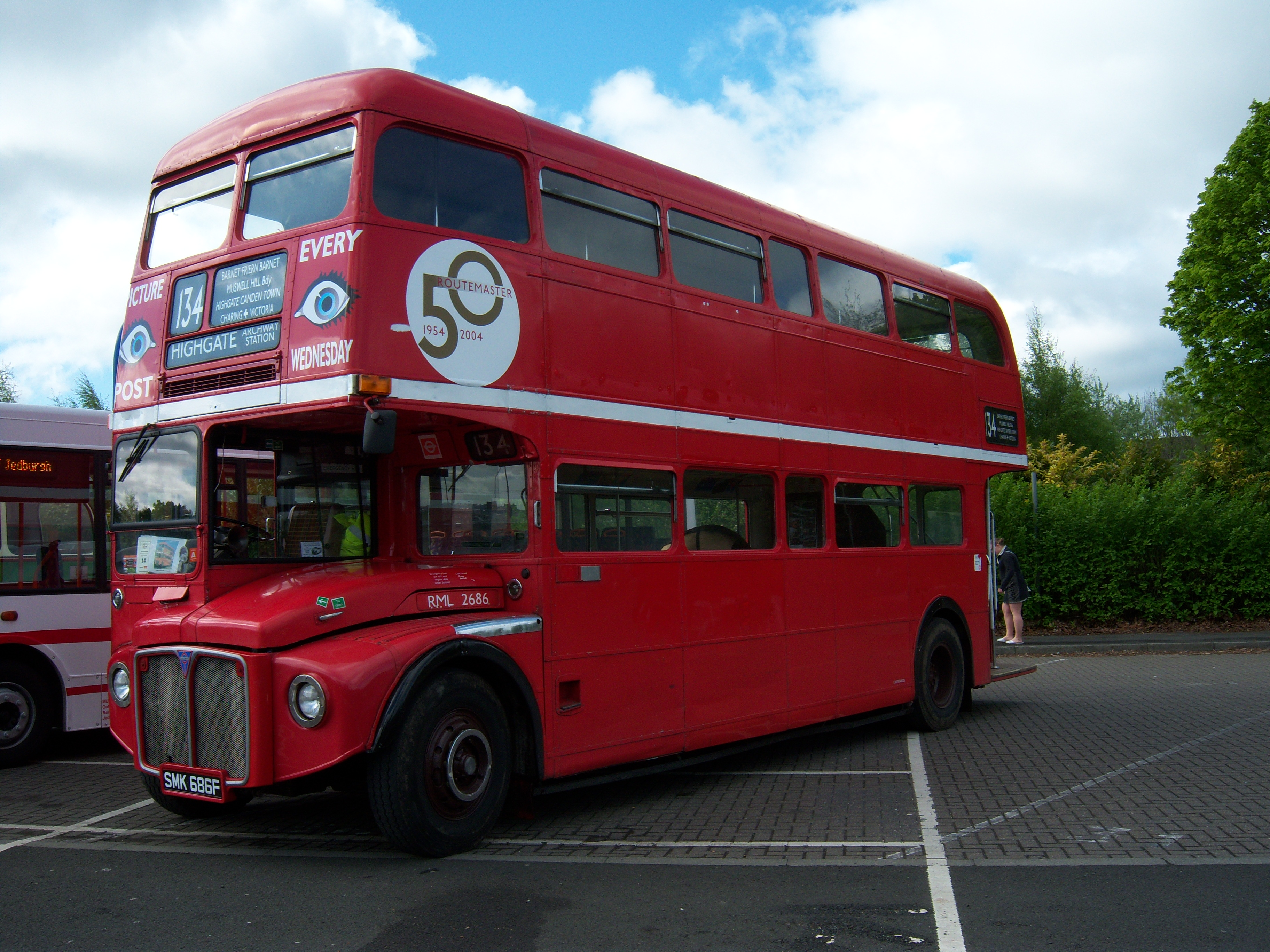 File:Routemaster bus RML 2686 Routemaster 50 livery SMK 686F Metrocentre  rally 2009 pic 7