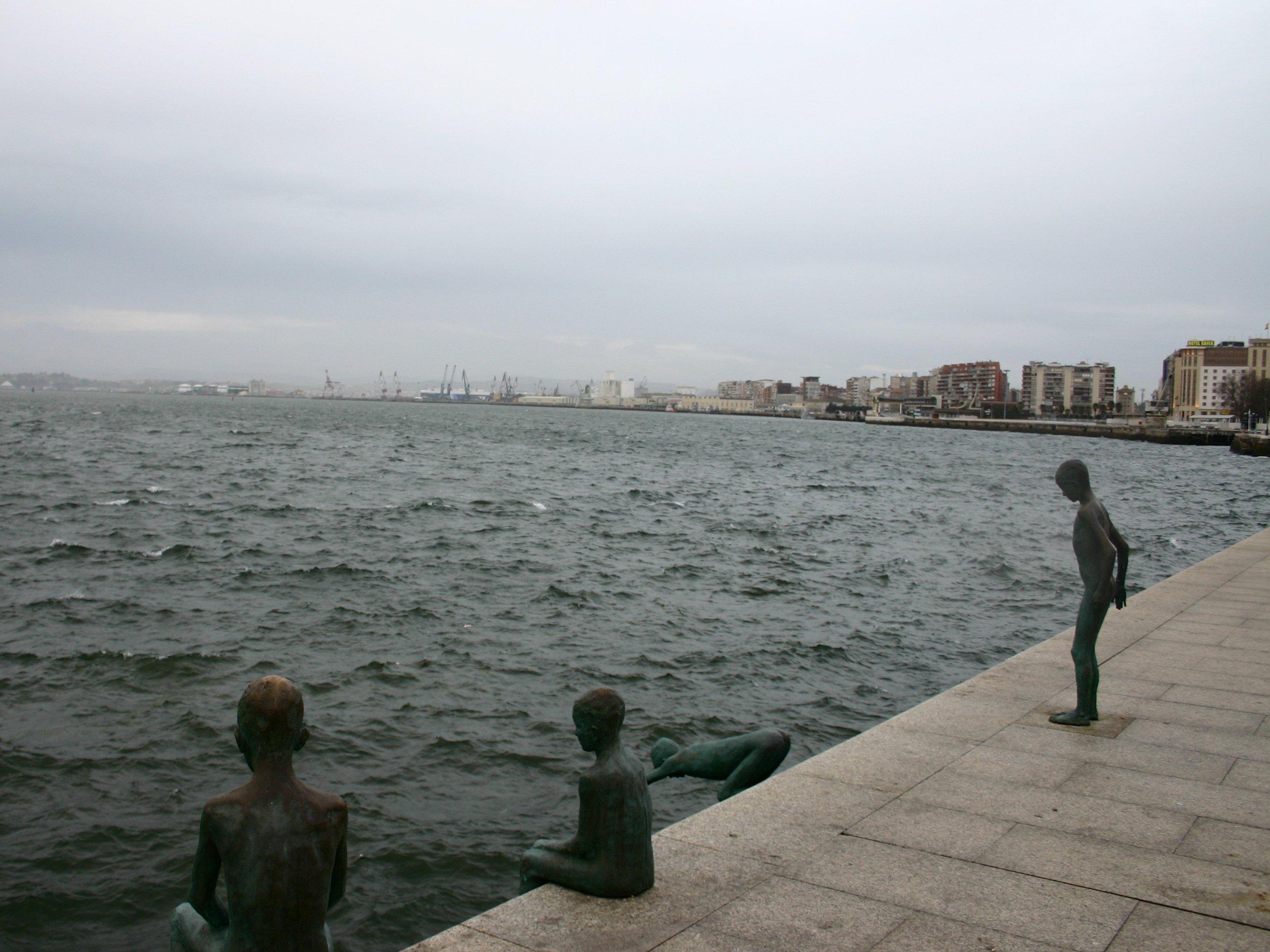 Monumento a los raqueros en Santander, por José Cobo