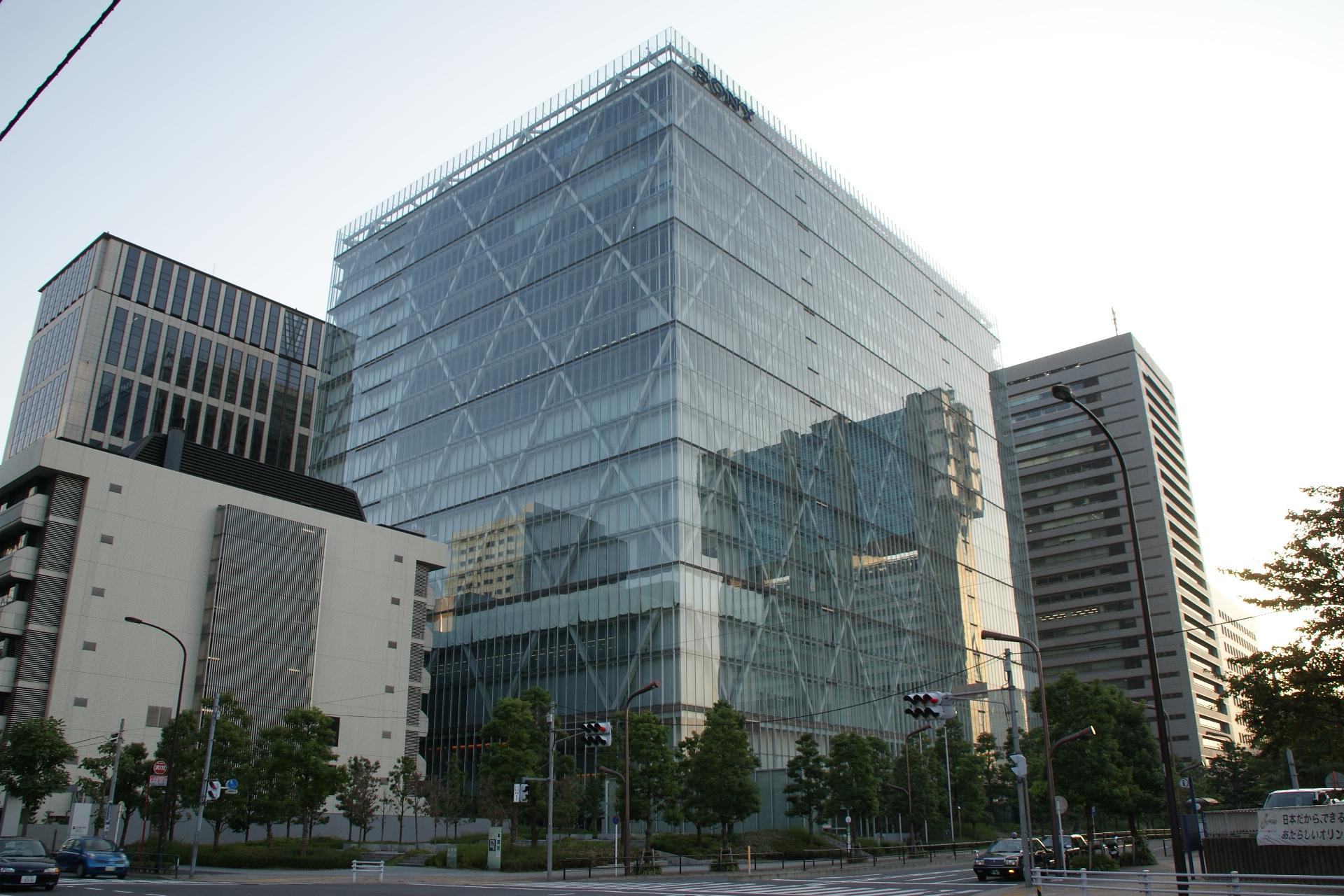Nella foto: la sede centrale della Sony a Tokyo