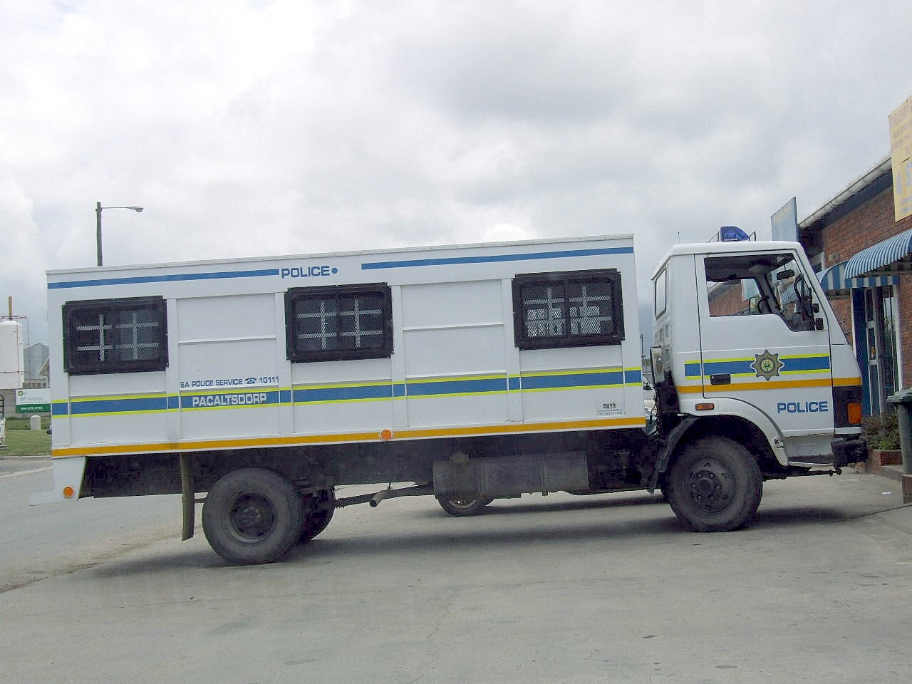Pickup Trucks For Sale >> File:South African police Tata truck (15420045077).jpg ...